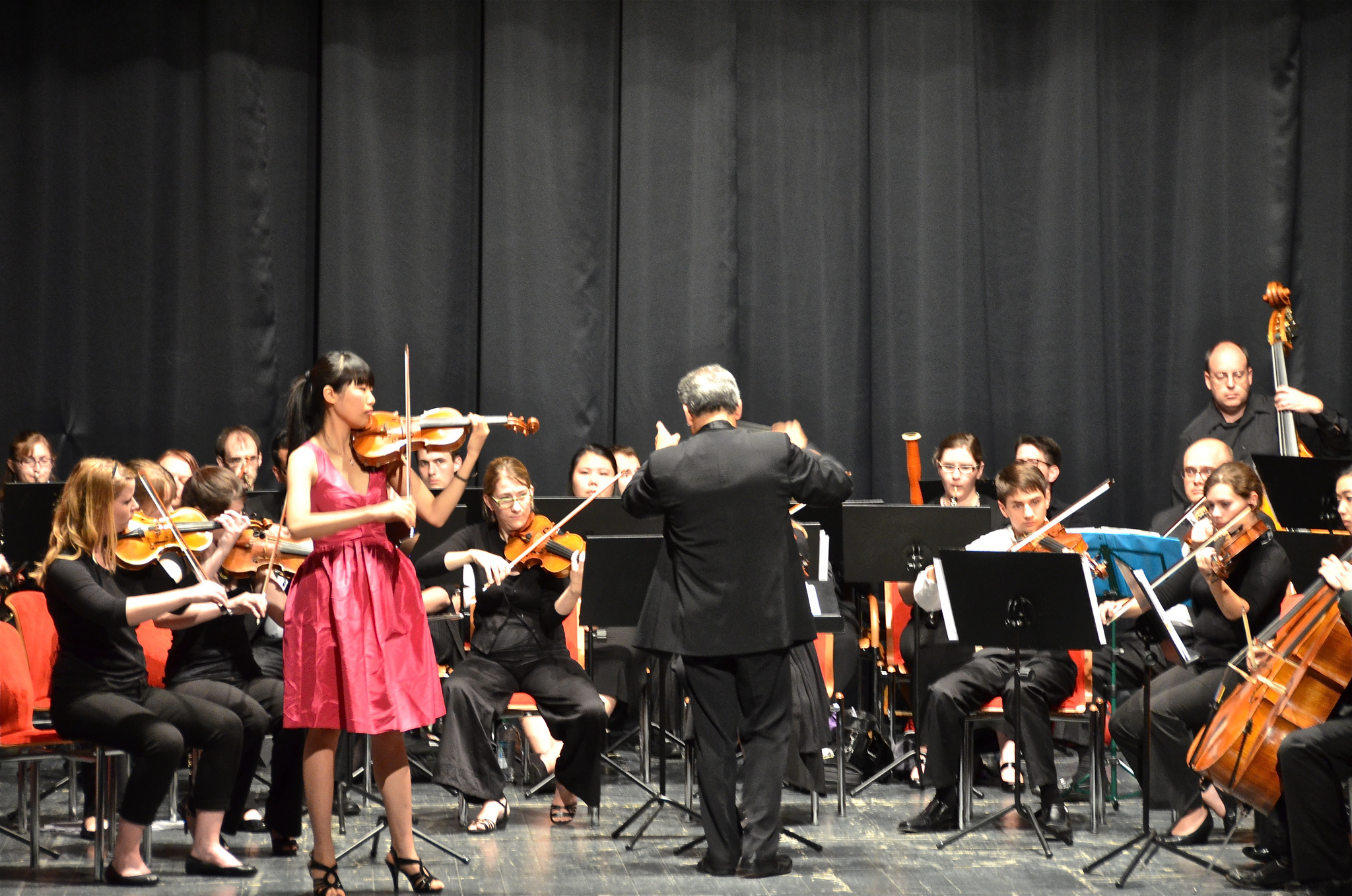 OrfeoConcertoComp'12WinnerShuWang-MzrtCPncerto-AlvaroGomez-conductor.jpg