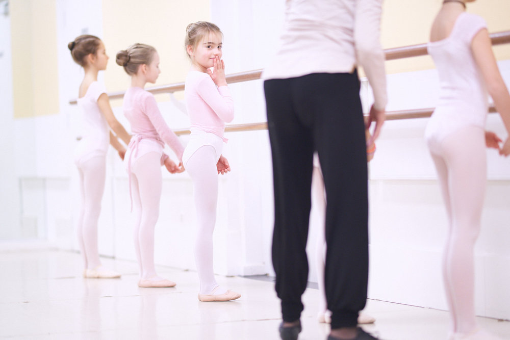 Capturing your child at her favourite sports activity like ballet at the Conservatoire de Genève, while keeping the eye for those special moments that make a special photo.