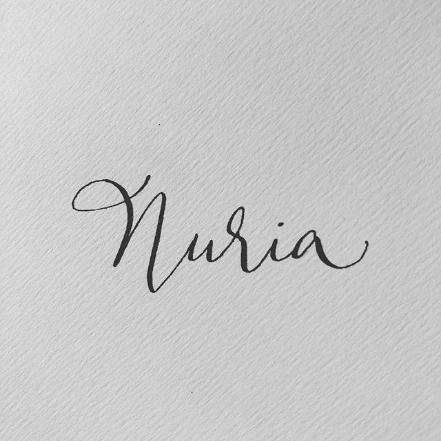 Hoy le toca a Nuria. #nuria #calligraphy #caligrafiaconarte #invitaciones #invitacionesdeboda #handmade #hechoamano#detalles #detallesquemarcanladiferencia