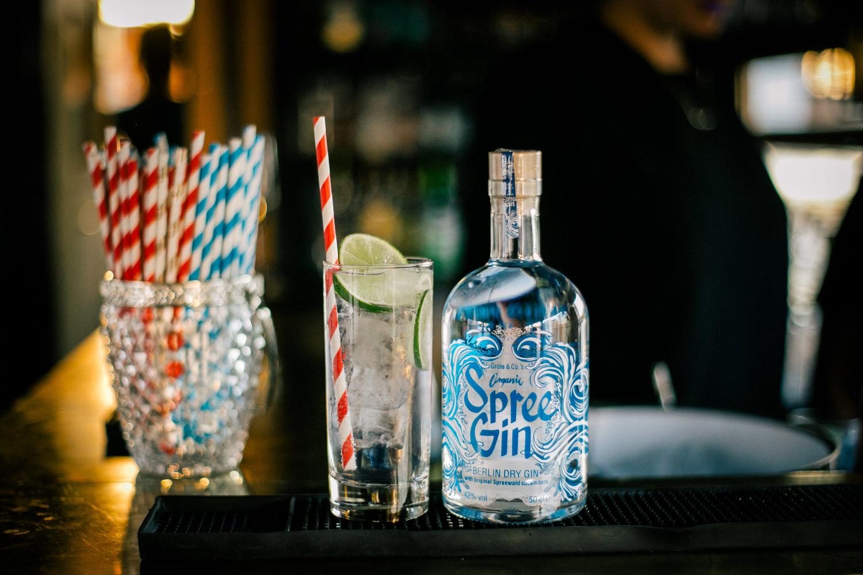 Berlin All-Stars - Wir servieren ausschließlich Produkte regionaler Produzenten und Mixen uns einmal quer durch die Hauptstadt. Von der Limonade bis zum Digestif gilt: Think global - drink local.