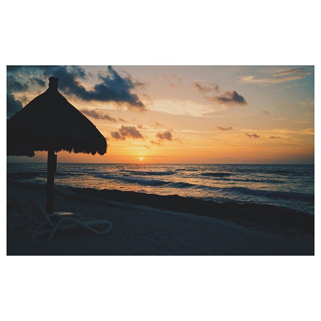 Up early to get the sun beds #vsco #vscocam #mexico #sunrise