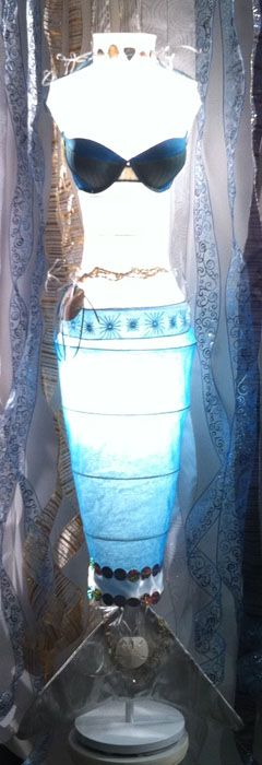 Americasmart-mannequin-made-from-a-lamp.jpg