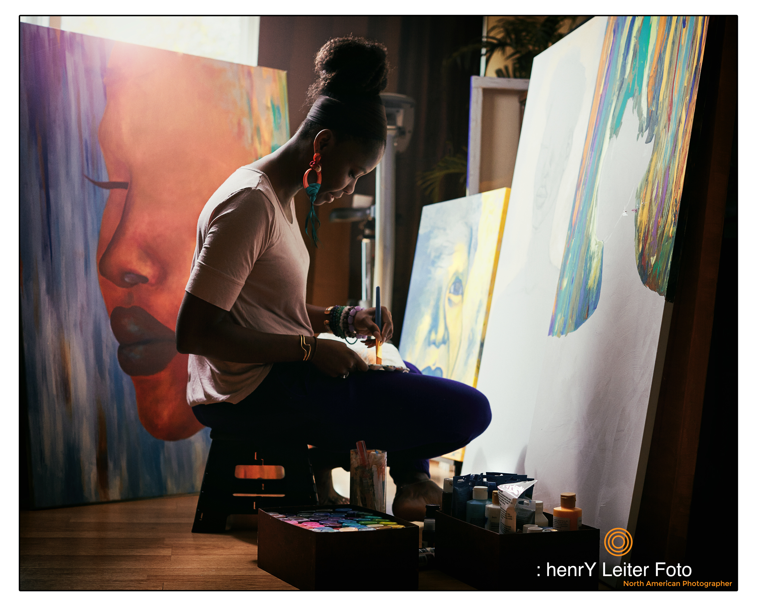 Portrait of the artist Ludie Senatus by photographer henrY Leiter.