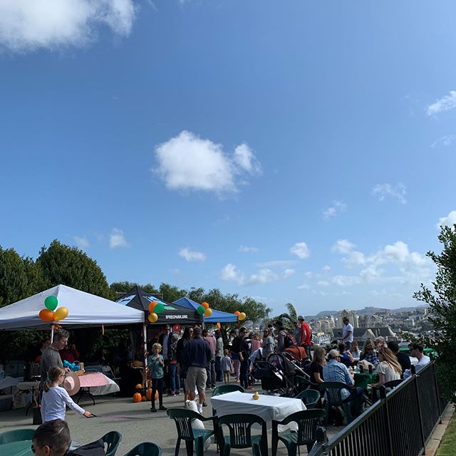 A beautiful day for our first annual Harvest Festival! Thank you to our neighbors and @sfrecpark @sfparksalliance @supervisorstefani @traderjoes @peetscoffee @novemberproject #altaplazapark @friendsofaltaplazapark