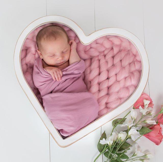 Hania 11 days old 💗 . . . . . #sneakpeek  #newbaby #newbornbaby #newbornbabygirl #newborn #newbornphotoshoot #newbornphotography #babygirl #letthembelittle #babyphotography #edinburghphotographer #sleepingbaby #photographeredinburgh #edinburgh #lovely#picoftheday #babylove #instamatka #edinburghphotographer #lovemyjob #igbabies #fewdaysold #sleeping #sleepingbaby #niemowle #noworodek #sesjanoworodkowa #cute #cutenessoverload #newbornphotographyedinburgh #followme