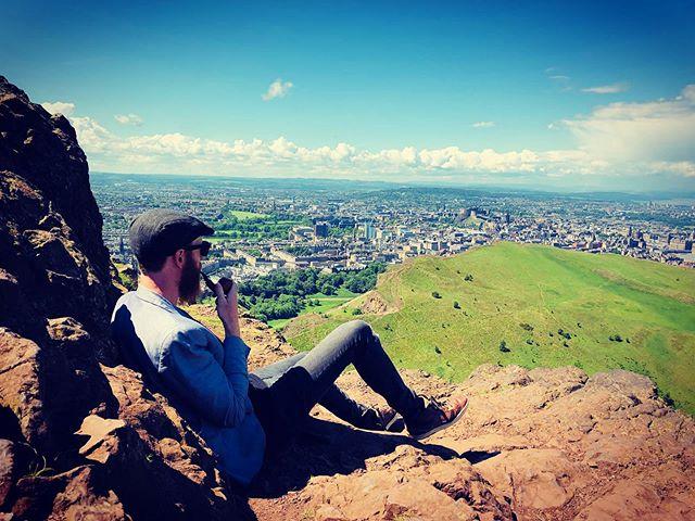 i ♥️edinburgh.  #edinburgh #hiking #pipes #lit #woke #hashbrows #scattered #smothered #covered #praiseem