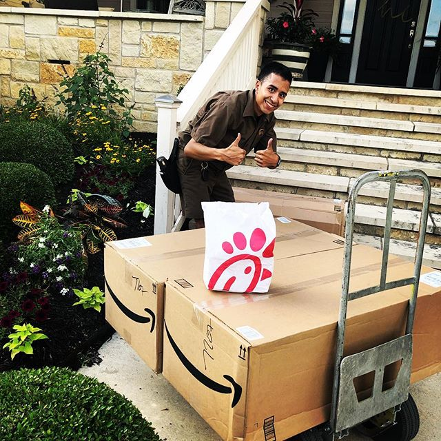 The Eager family and @chickfila Northeast Mall has supported The Honor Connor Run every single year since we started. Not only did they feed 100+ volunteers with their amazing biscuits, they followed it up with 40 delicious chicken sandwiches — which made our hardworking volunteers — and our @ups driver very happy! Thank you CFA at Northeast Mall! #honorconnor2019 #tastytastytasty #ckg @cfapipelinerd