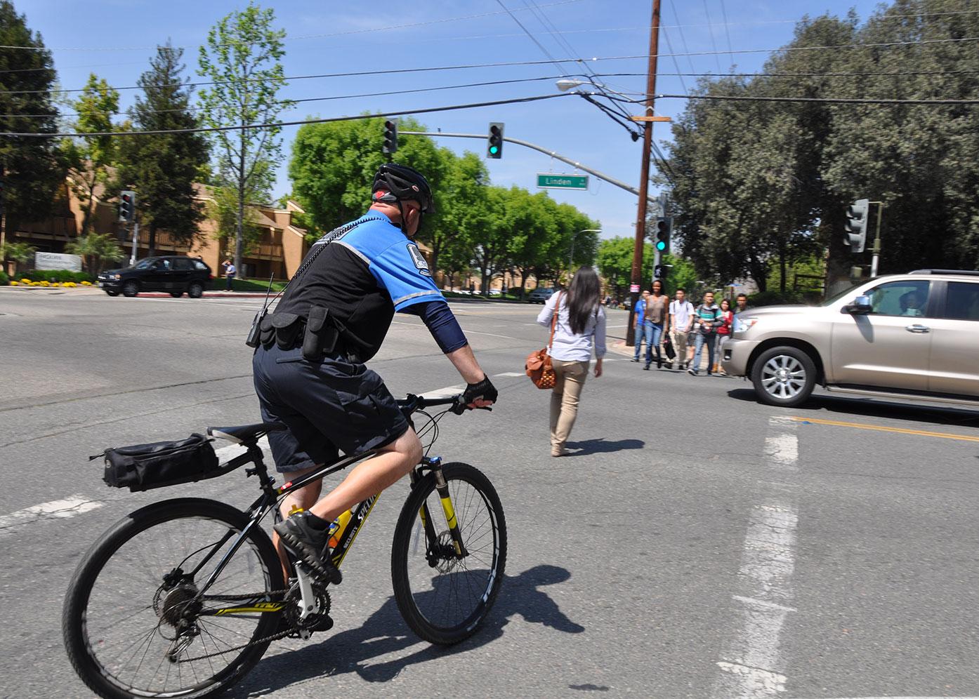 publics_campus_security_bike_1500w.jpg
