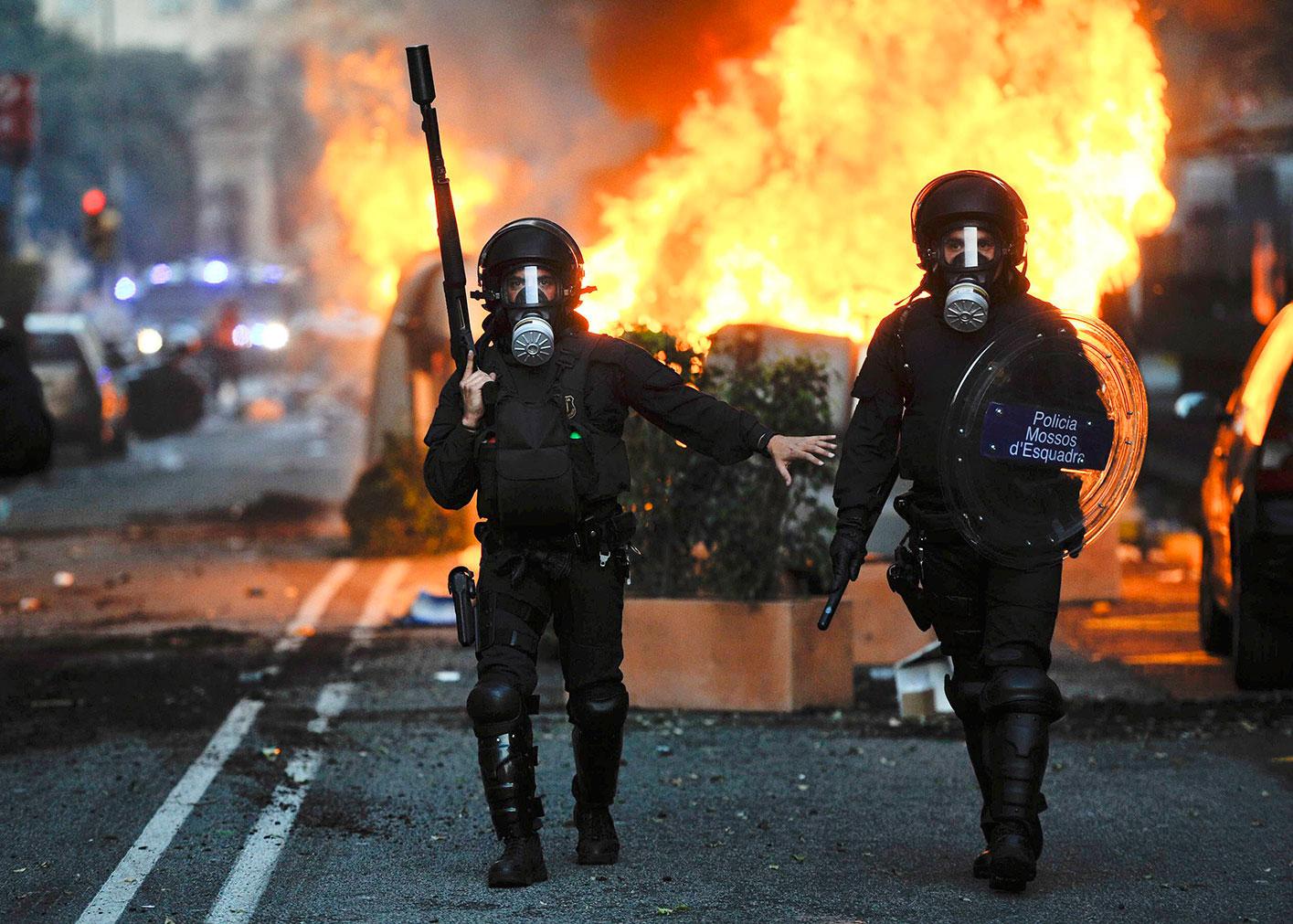 police_riot_March-29-2012_Barcelona_Spain_1500w.jpg