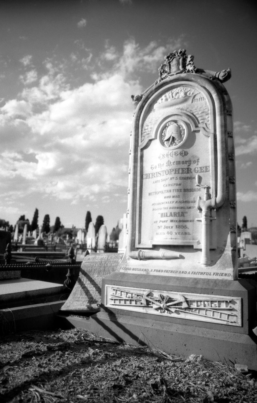 fireman's headstone  [melbourne general cemetery, parkville, victoria, australia, 2005]