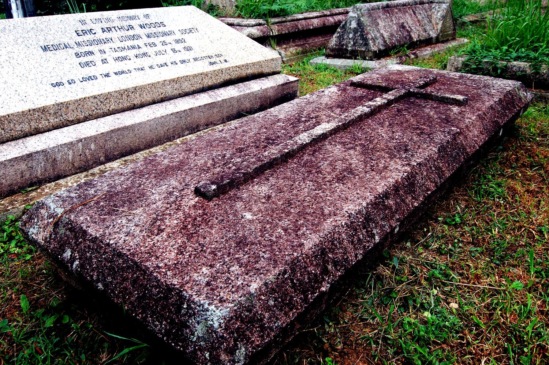 untitled #118  [hong kong protestant cemetery, happy valley, hong kong, 2006]