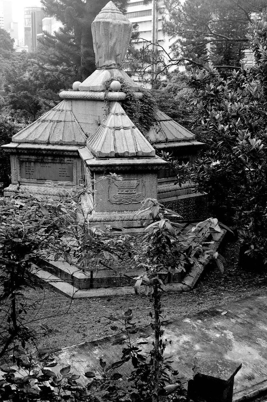 untitled #154  [hong kong protestant cemetery, happy valley, hong kong, 2006]