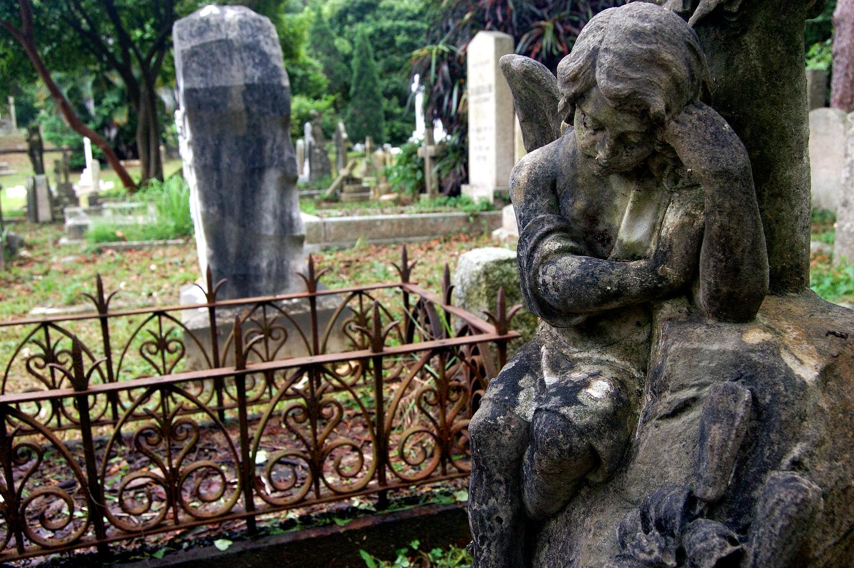 untitled #176  [hong kong protestant cemetery, happy valley, hong kong, 2006]