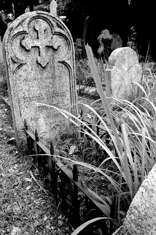 untitled #178  [hong kong protestant cemetery, happy valley, hong kong, 2006]