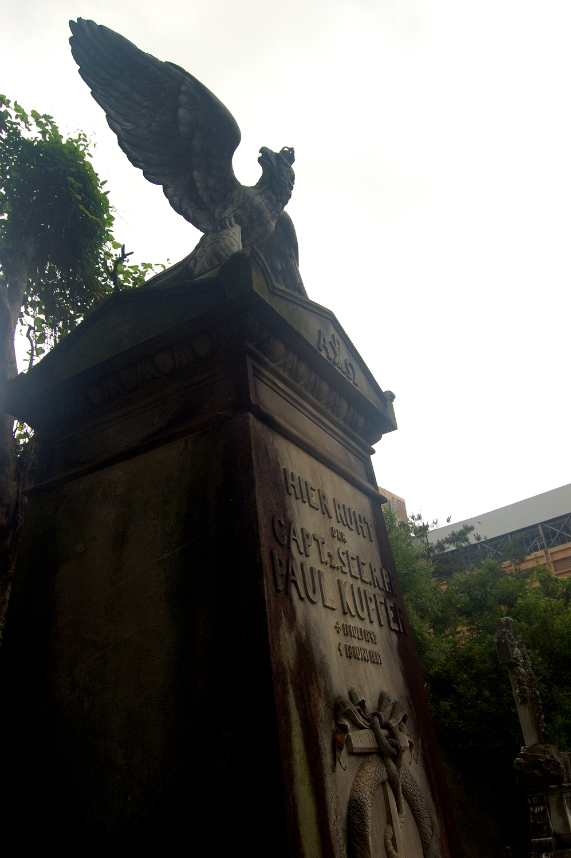 untitled #190  [hong kong protestant cemetery, happy valley, hong kong, 2006]