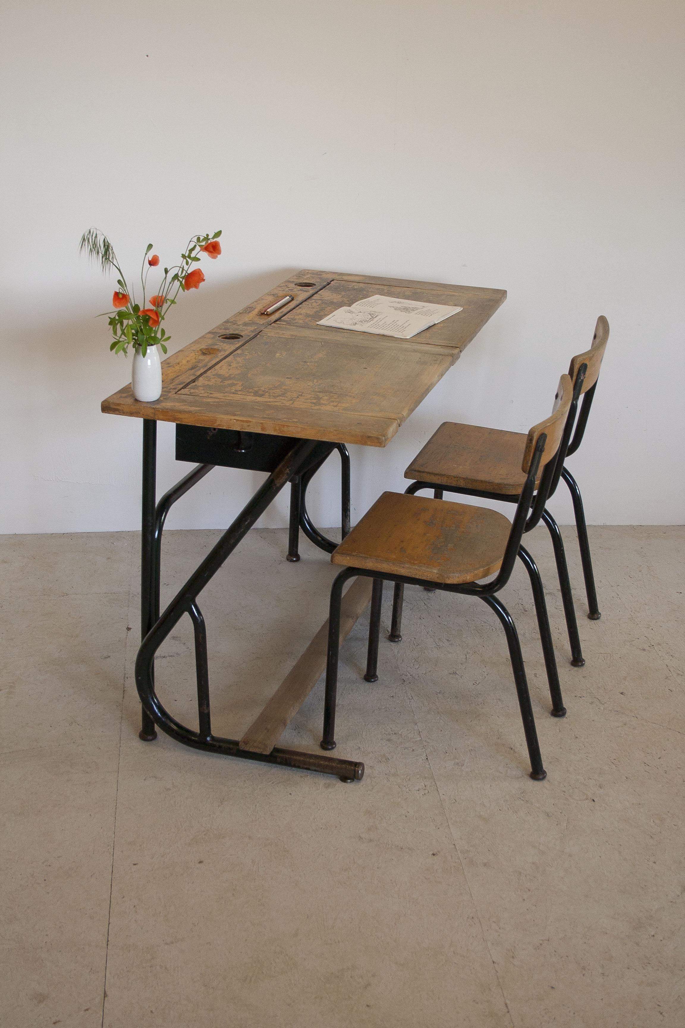 Vintage schooltafel met stoelen 2.JPG