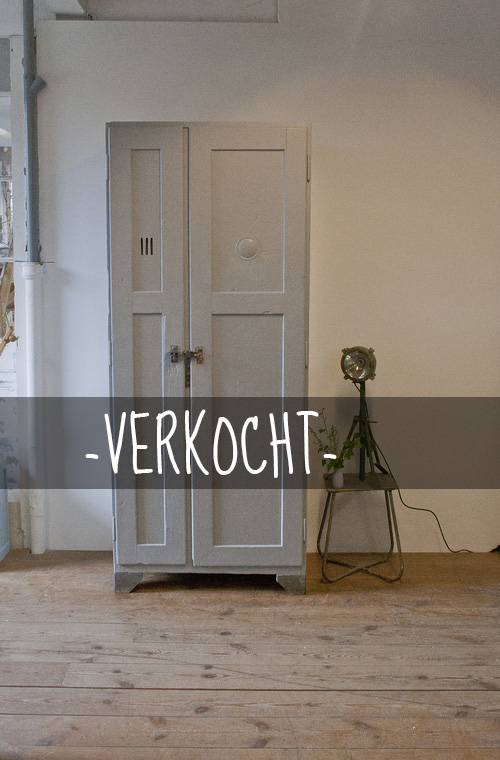 Tsjechische+fabriekskast copyVERKOCHT.jpg