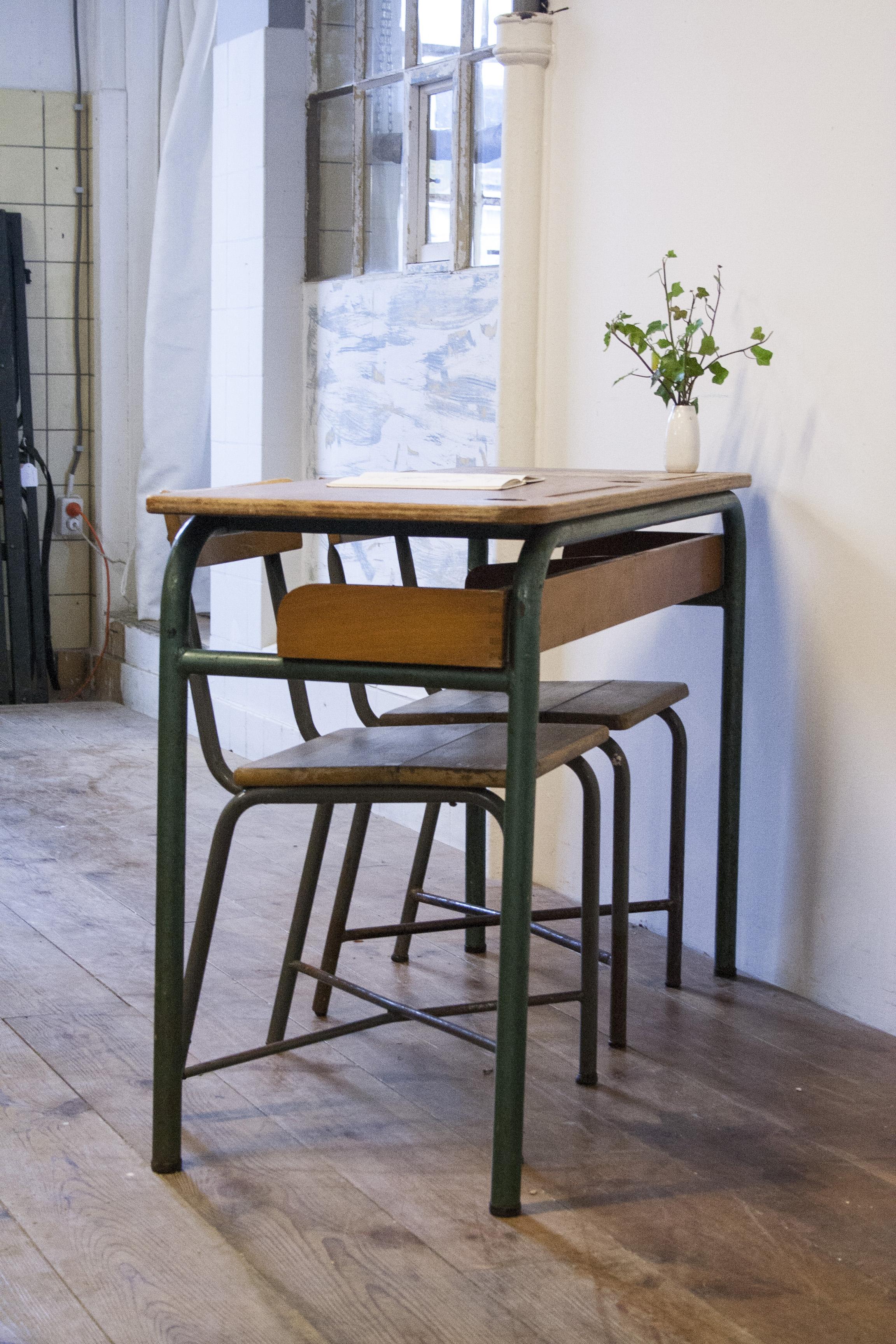 Vintage schooltafel met stoelen 3 copy.jpg