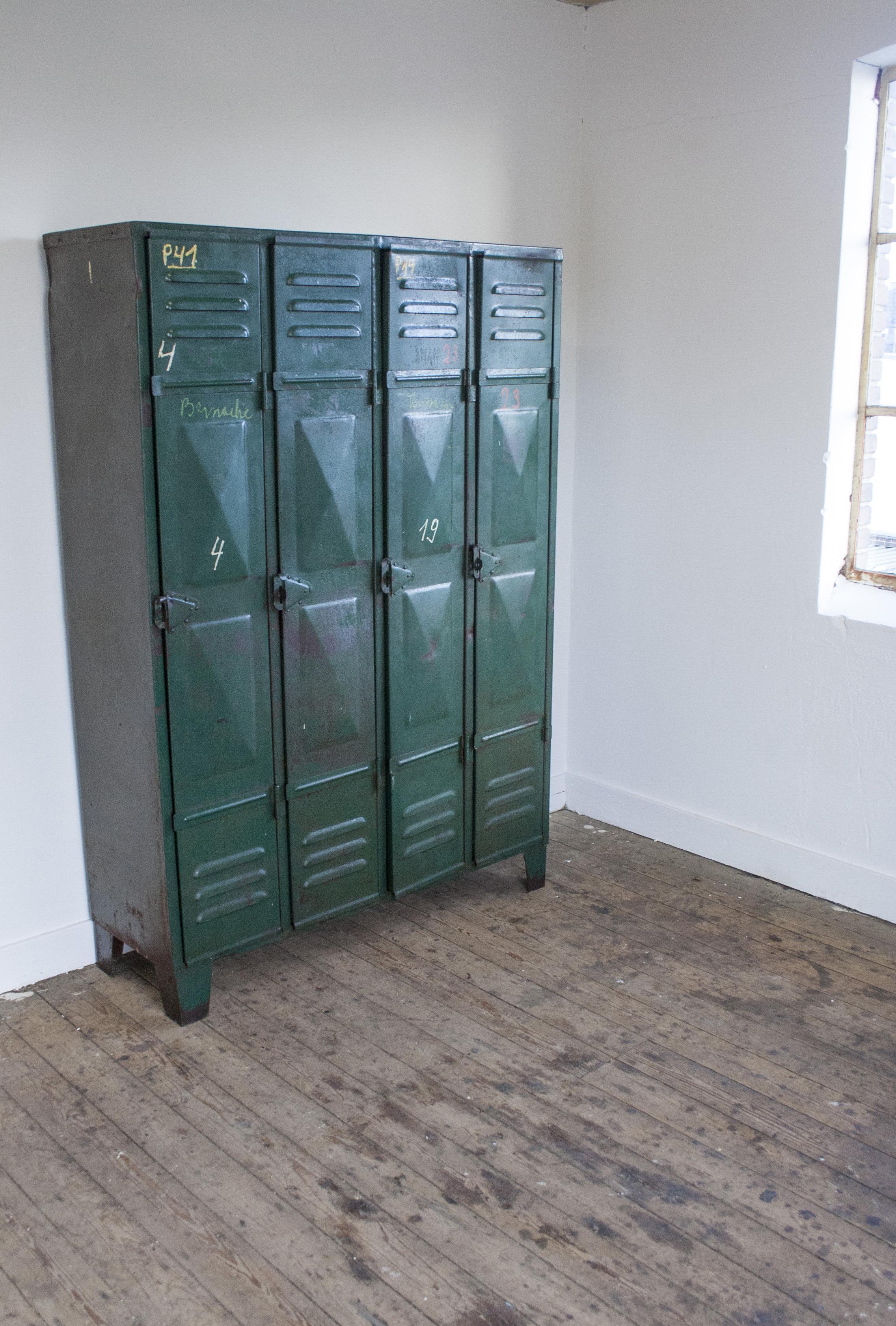 Industriele locker met vier deuren 5 copy.jpg