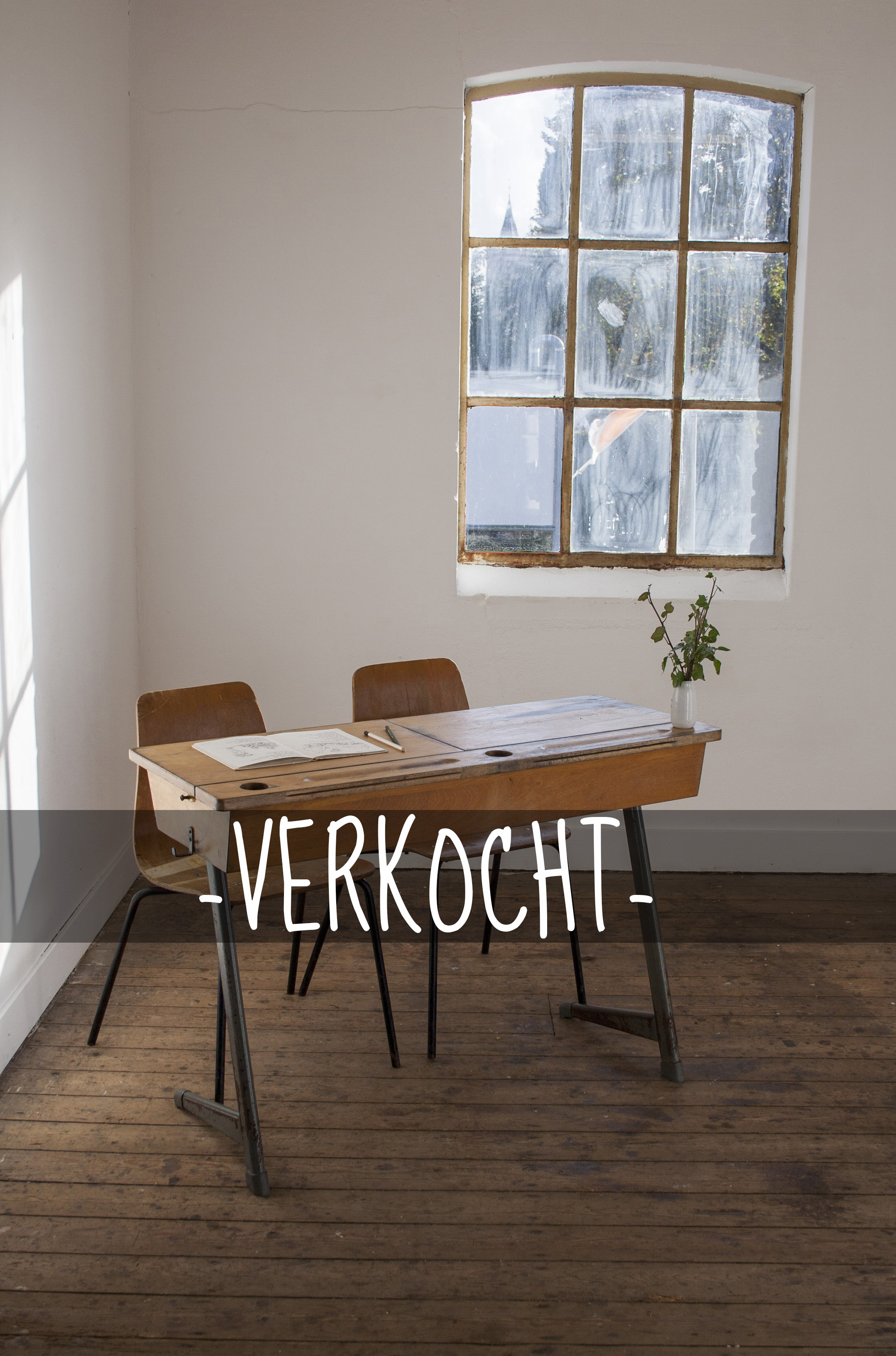 Vintage schooltafel met stoelen 2 verkocht.jpg