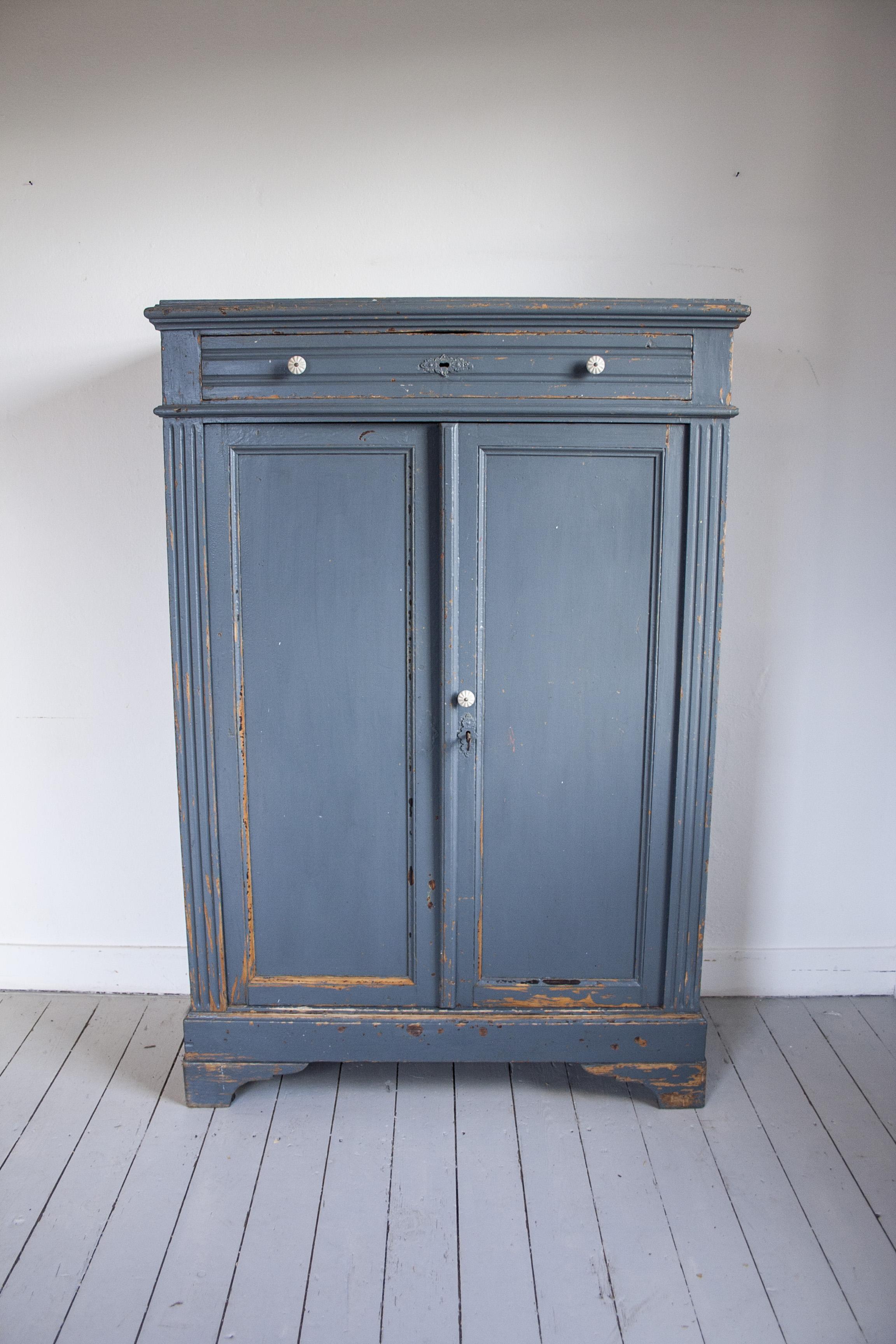 Blauwgrijze vintage meidenkast 1.jpg