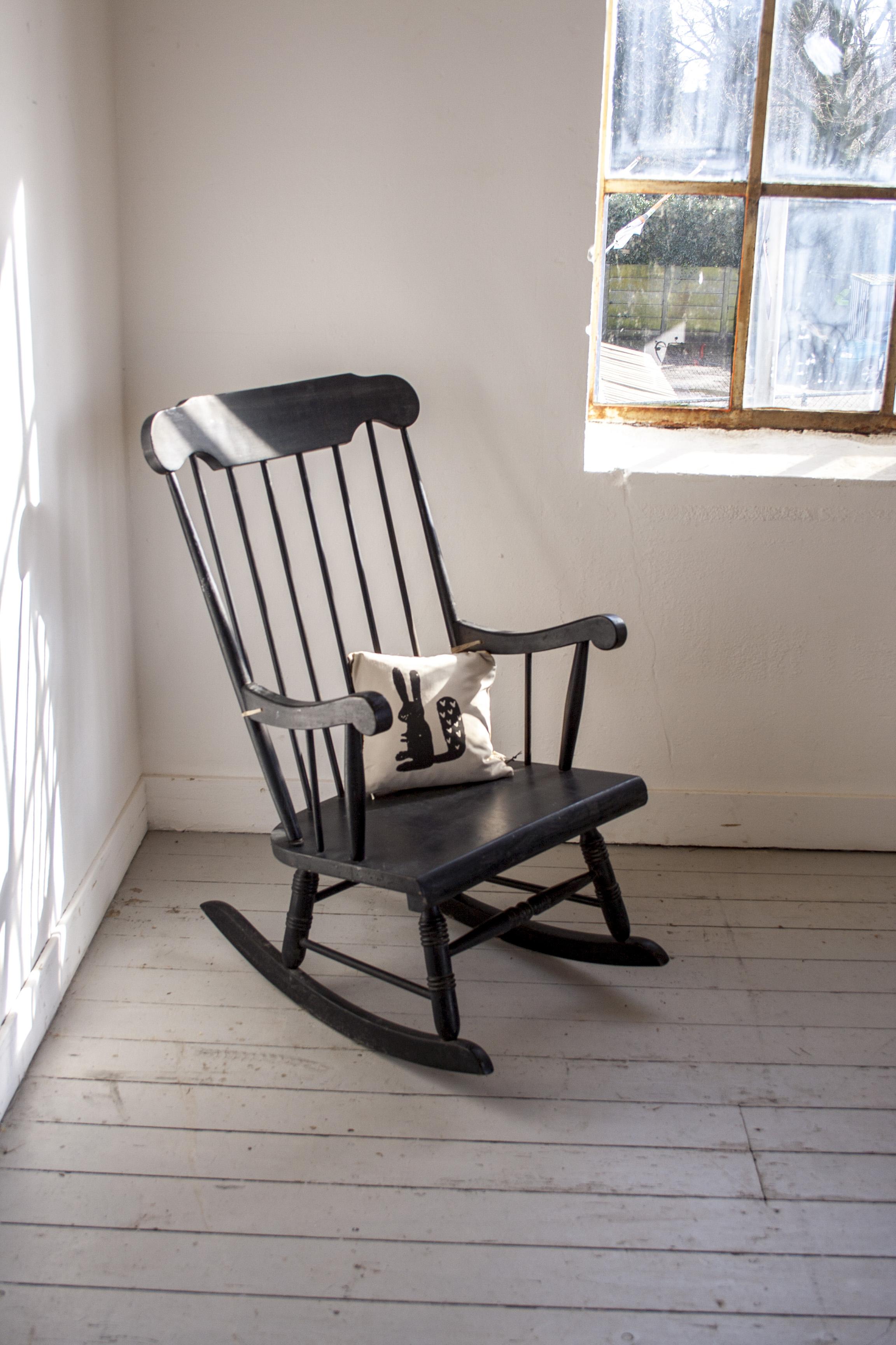 Zwarte vintage schommelstoel 2.jpg