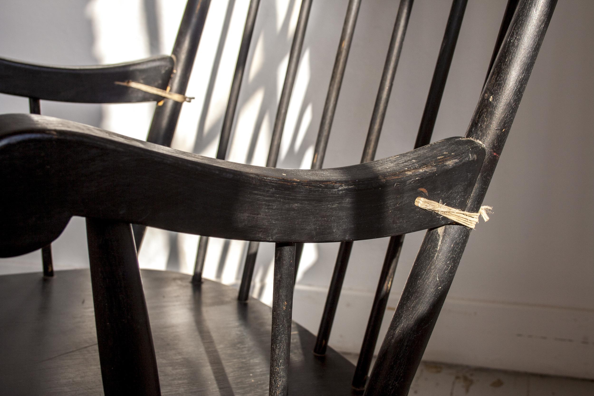 Zwarte vintage schommelstoel 3.jpg