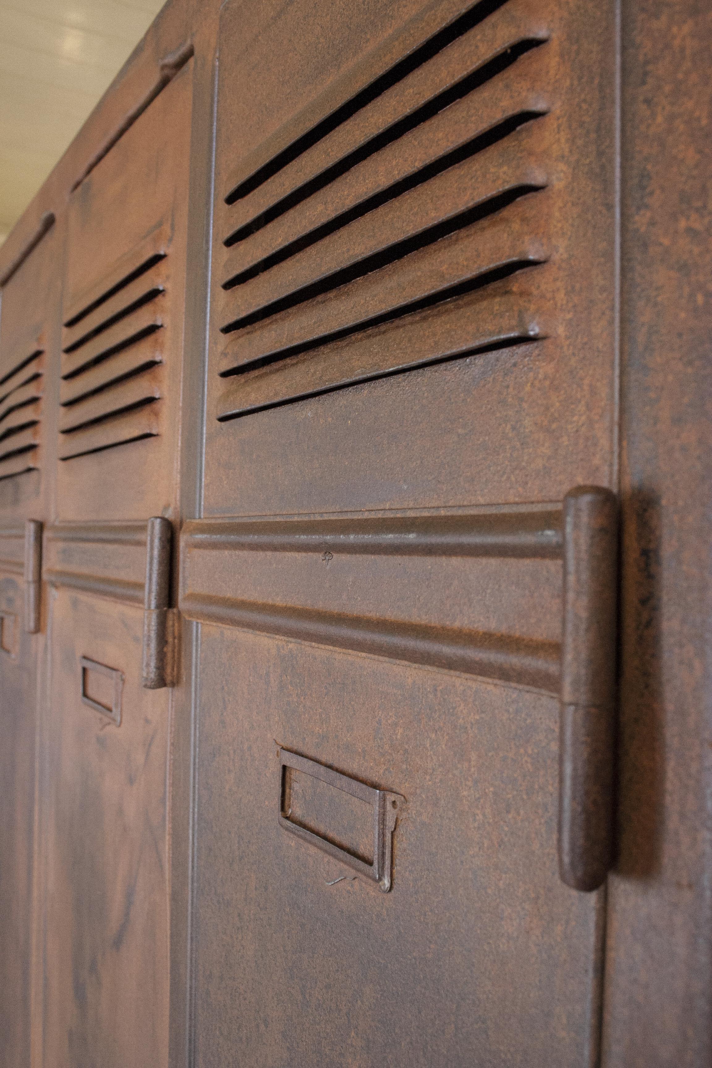 Prachtig verroeste 4-deurs locker_4.jpg
