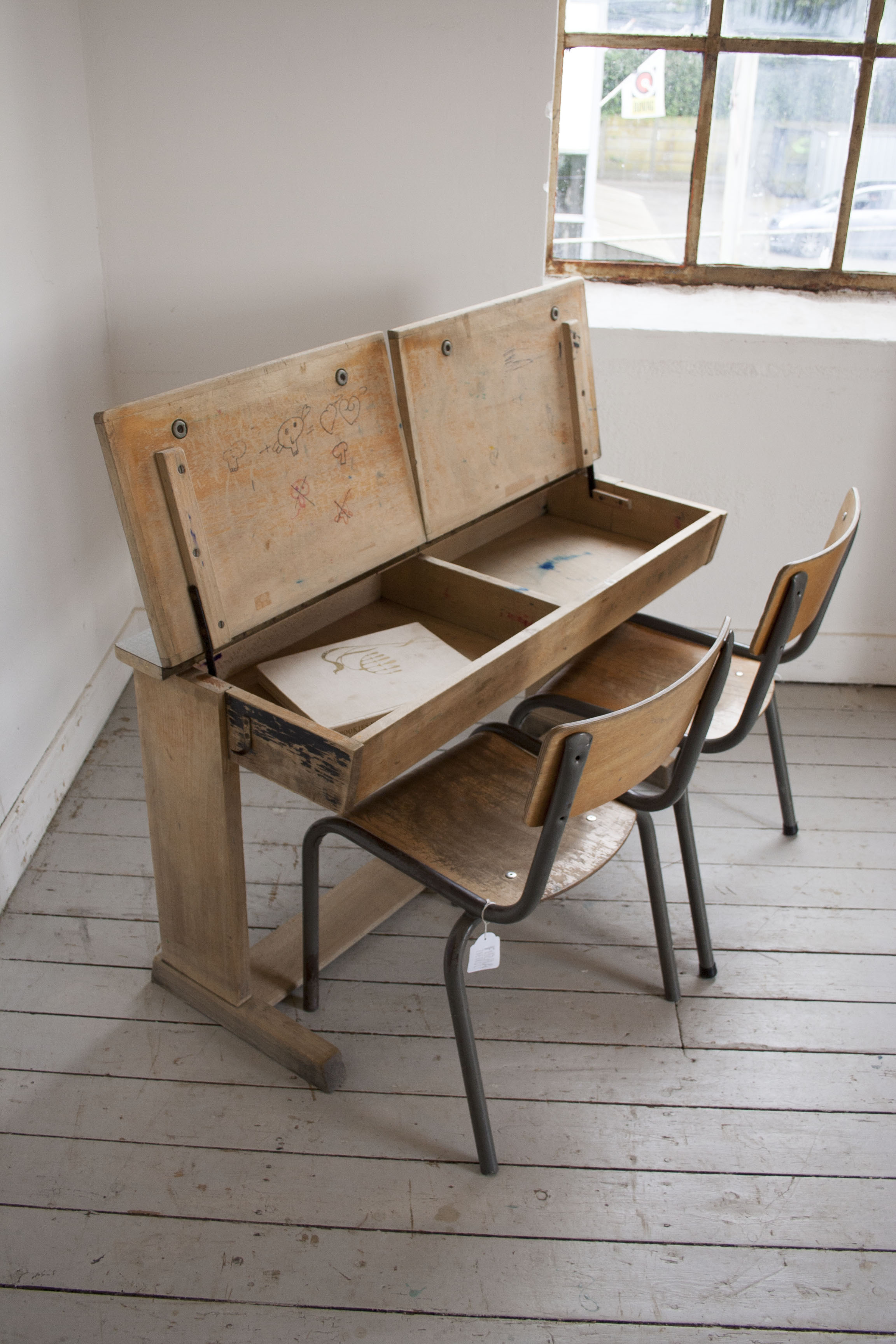 Groter houten schoolbankje formicablad_1.jpg