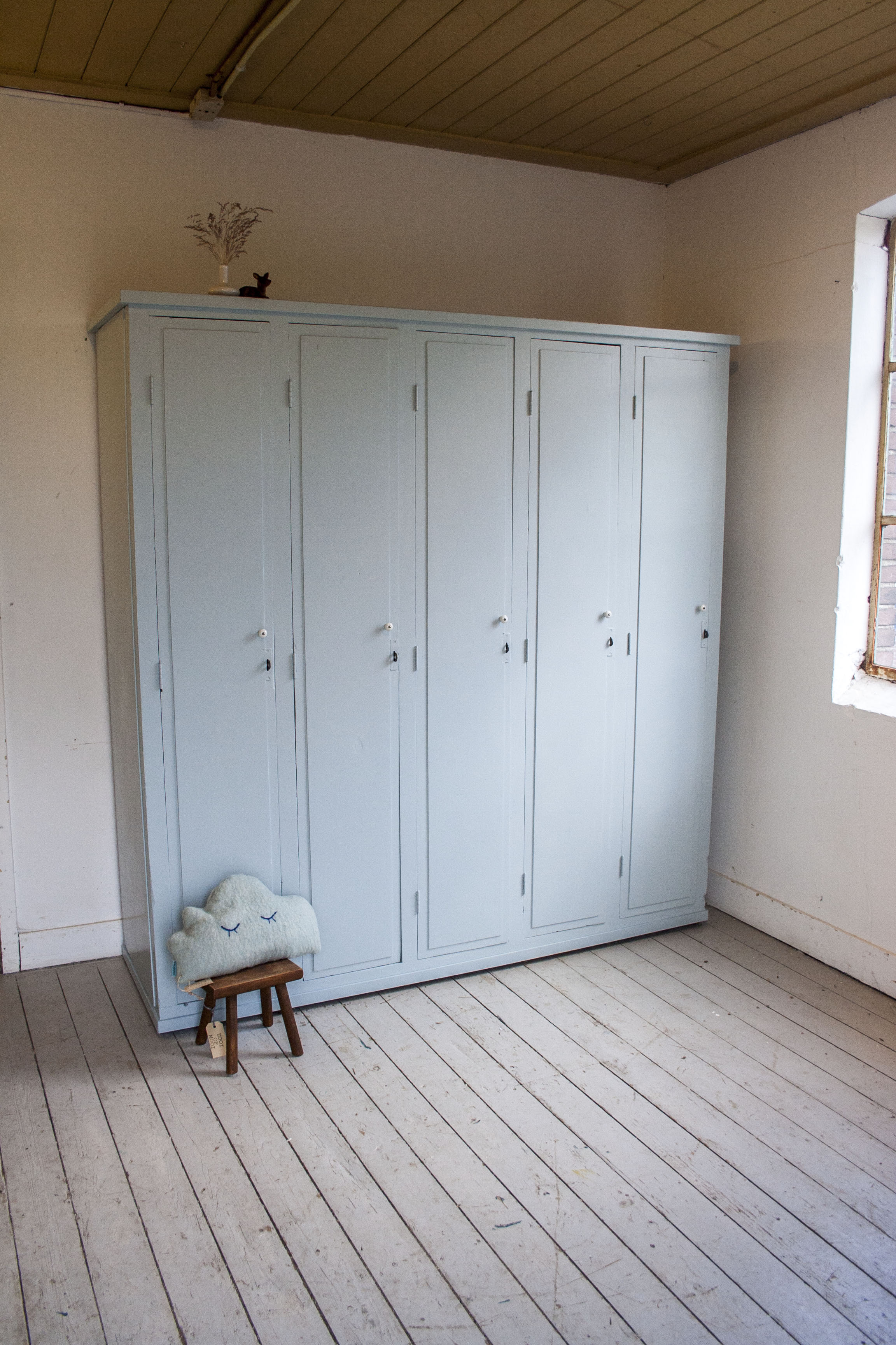 5-deurs houten locker.jpg