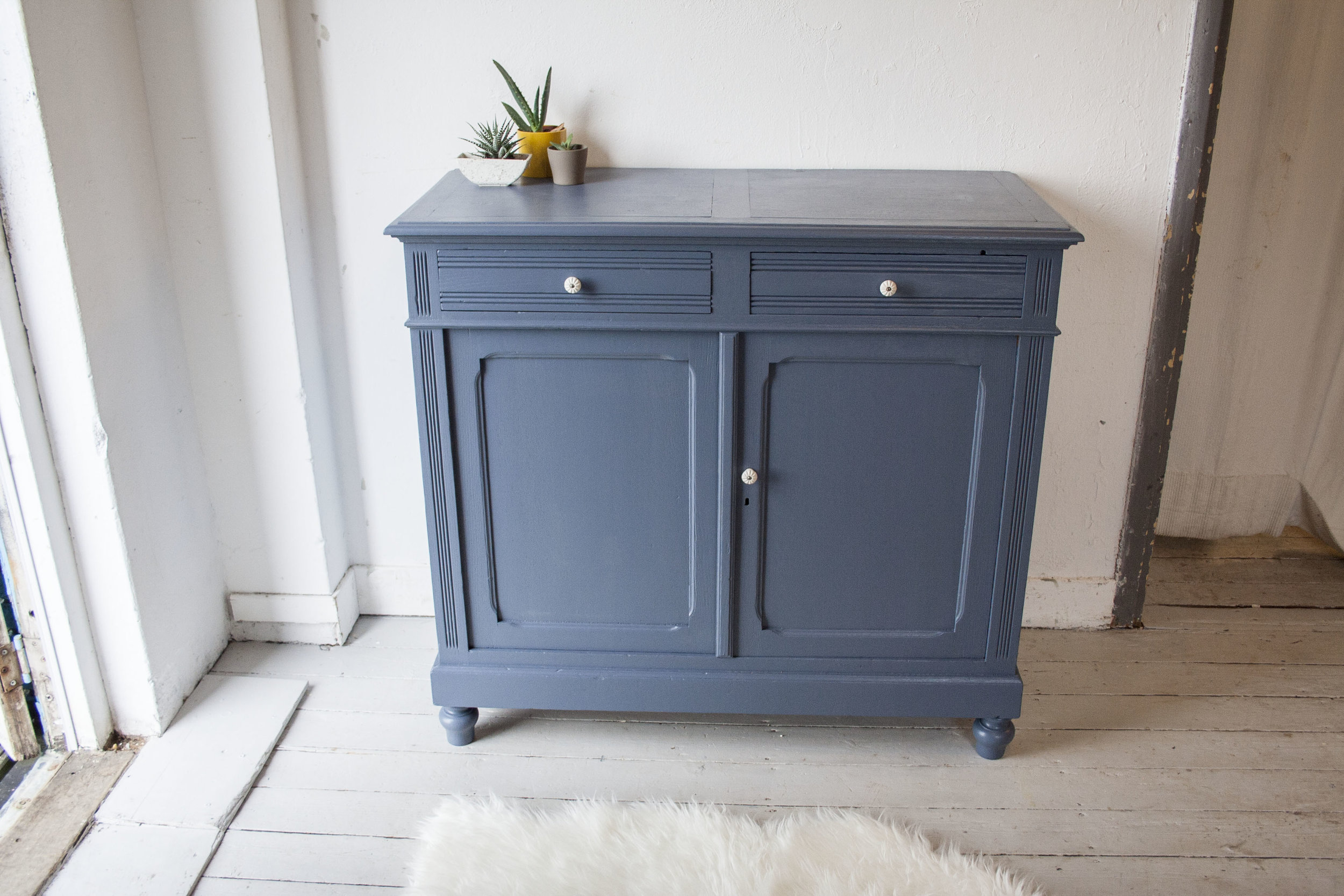 Denim blauwe vintage commode.jpg