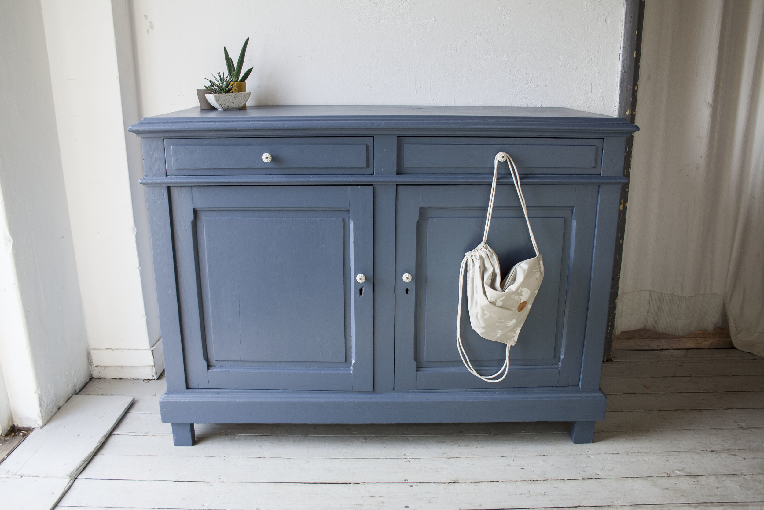 Denim blauwe commode - Firma Zoethout.jpg