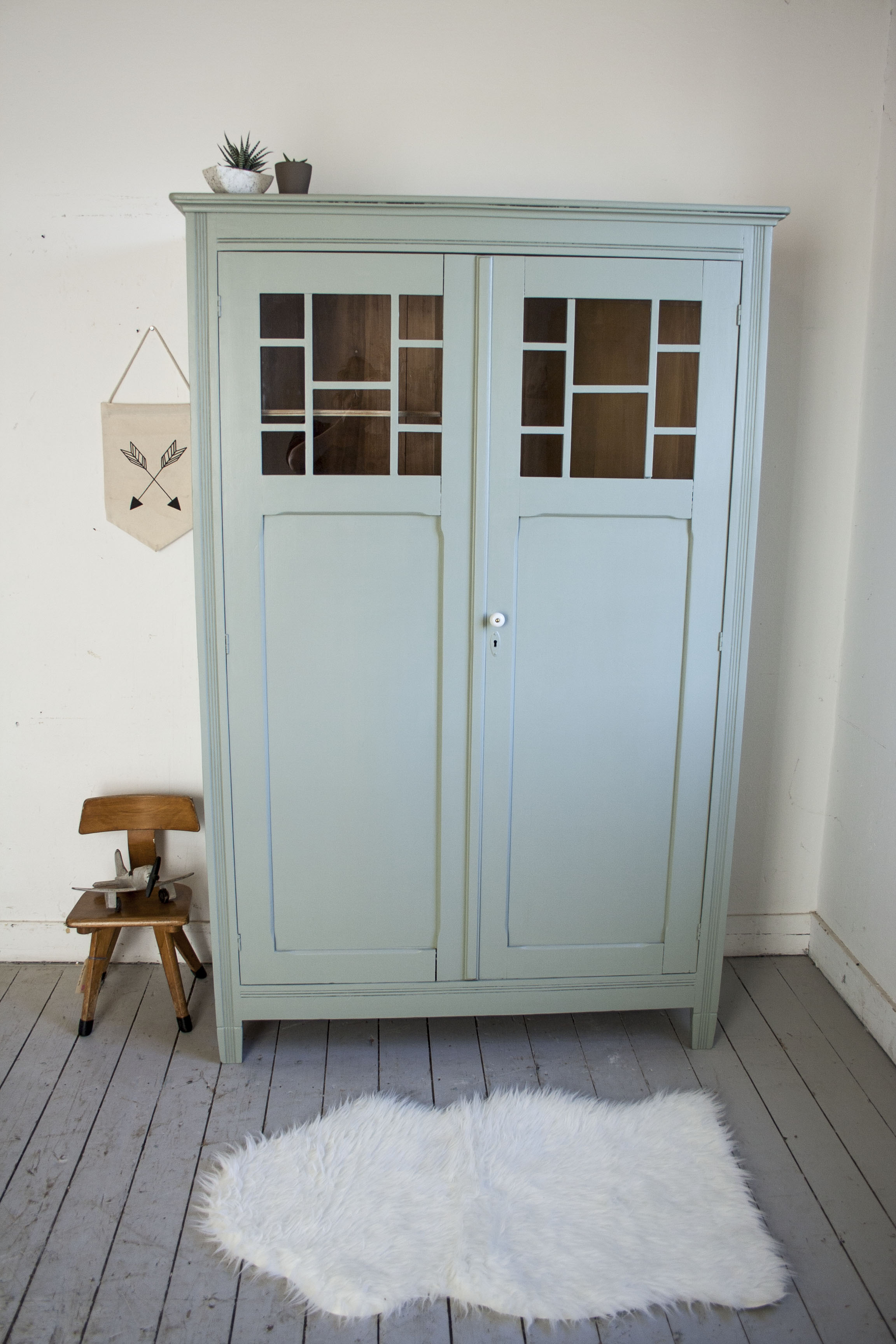 Grijsgroene kledingkast met ruitjes - Firma Zoethout_1.jpg