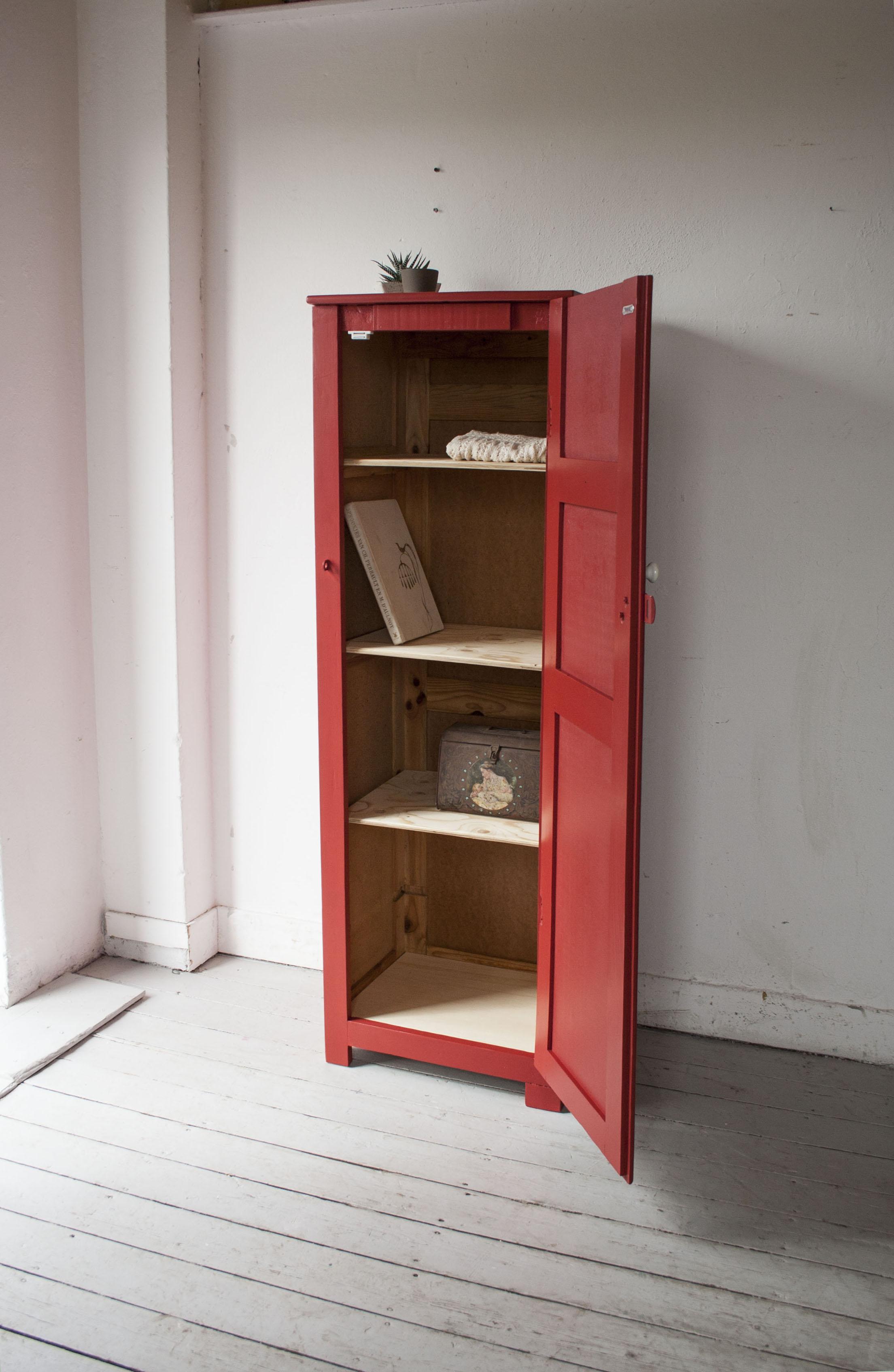 1180 Verkocht Rode Houten Locker Firma Zoethout