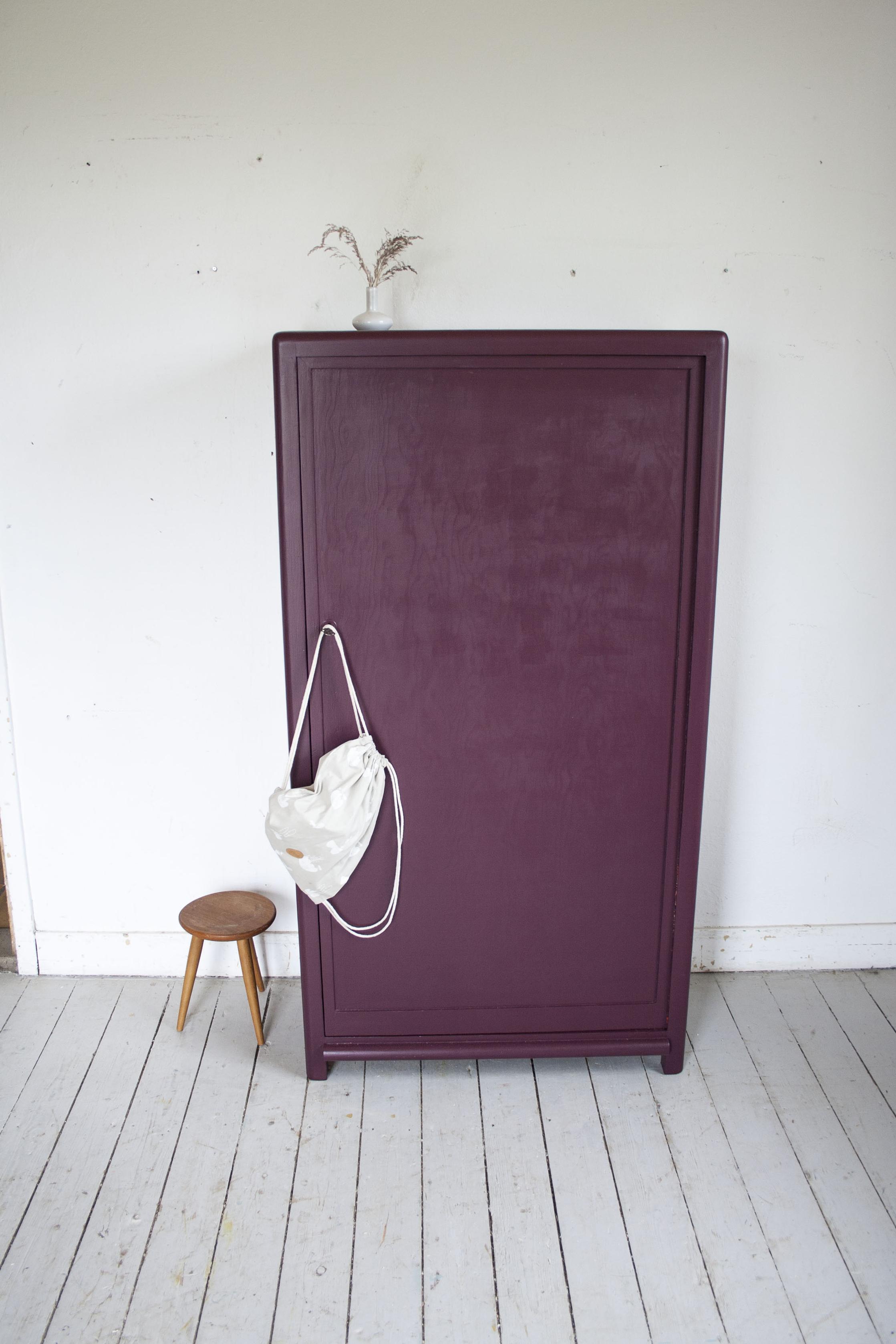 _Aubergine rode kast 1 deur- Firma Zoethout.jpg