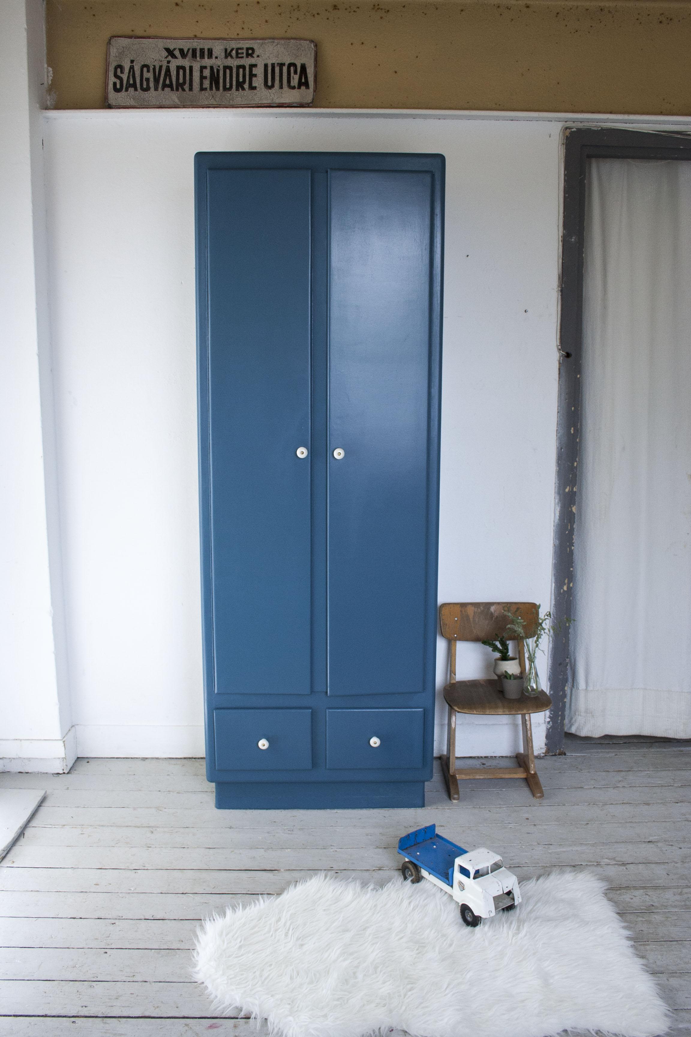 Donkerblauwe hoge kast - Firma Zoethout.jpg
