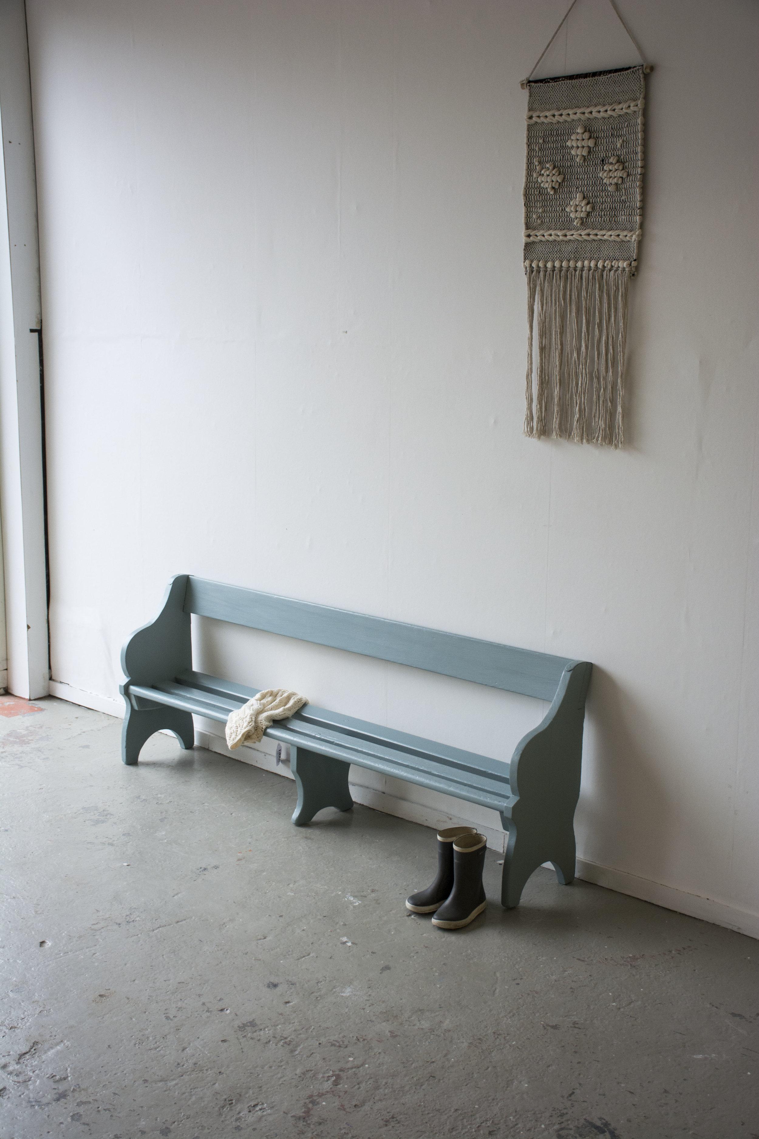 Grijsblauw vintage kerkbankje - Firma Zoethout.jpg