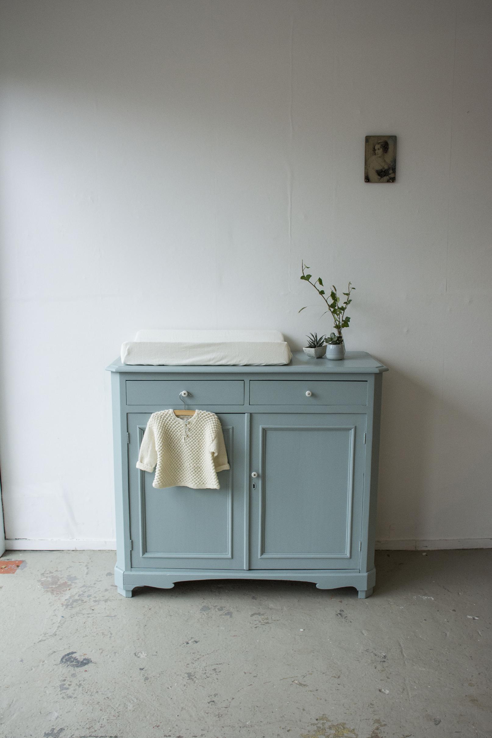 Oval room blue commode - Firma Zoethout.jpg