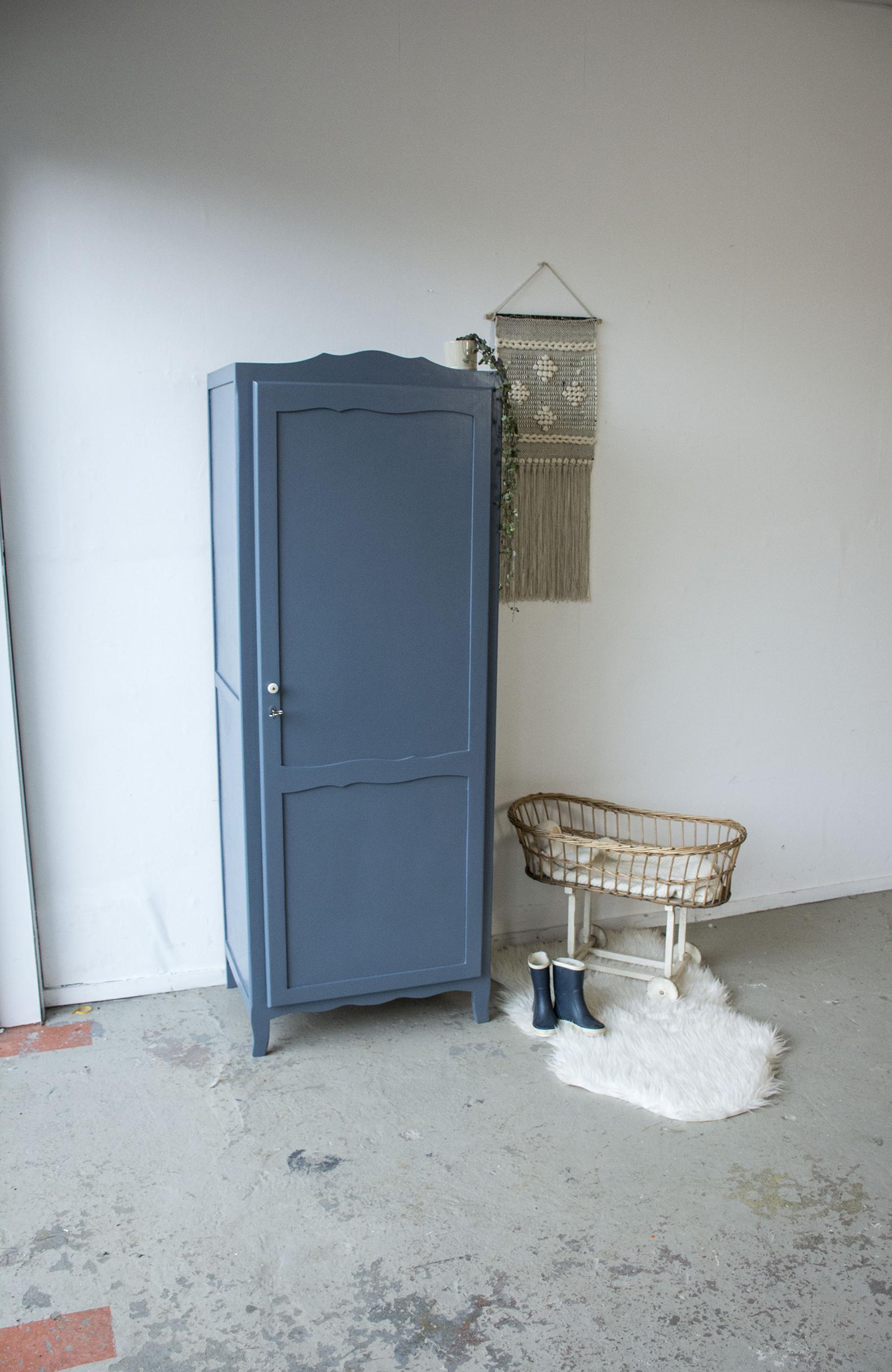 Schemerblauw brocante kledingkastje - Firma Zoethout_1.jpg