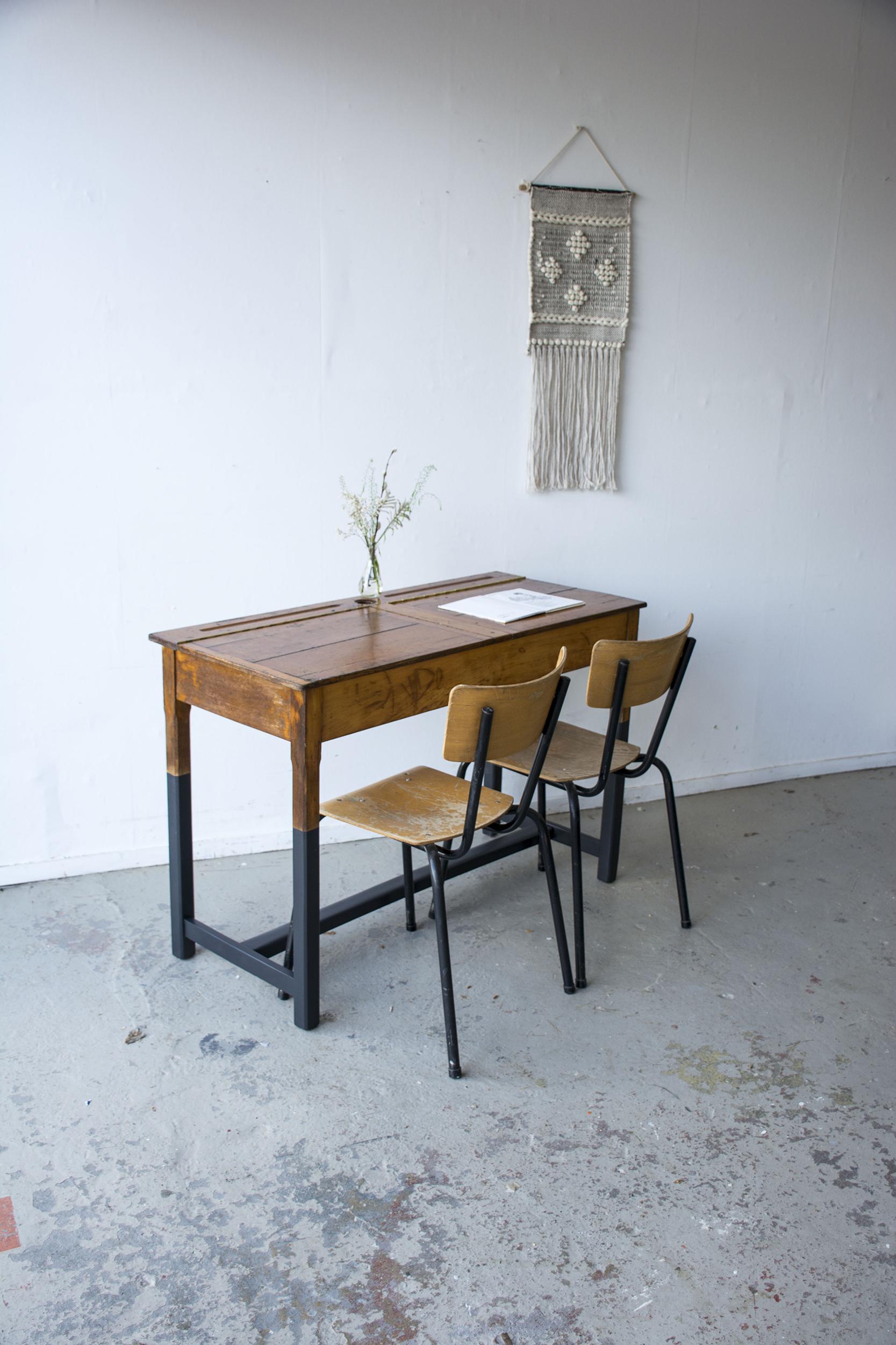 Vintage schooltafel met zwarte poten - Firma zoethout.jpg