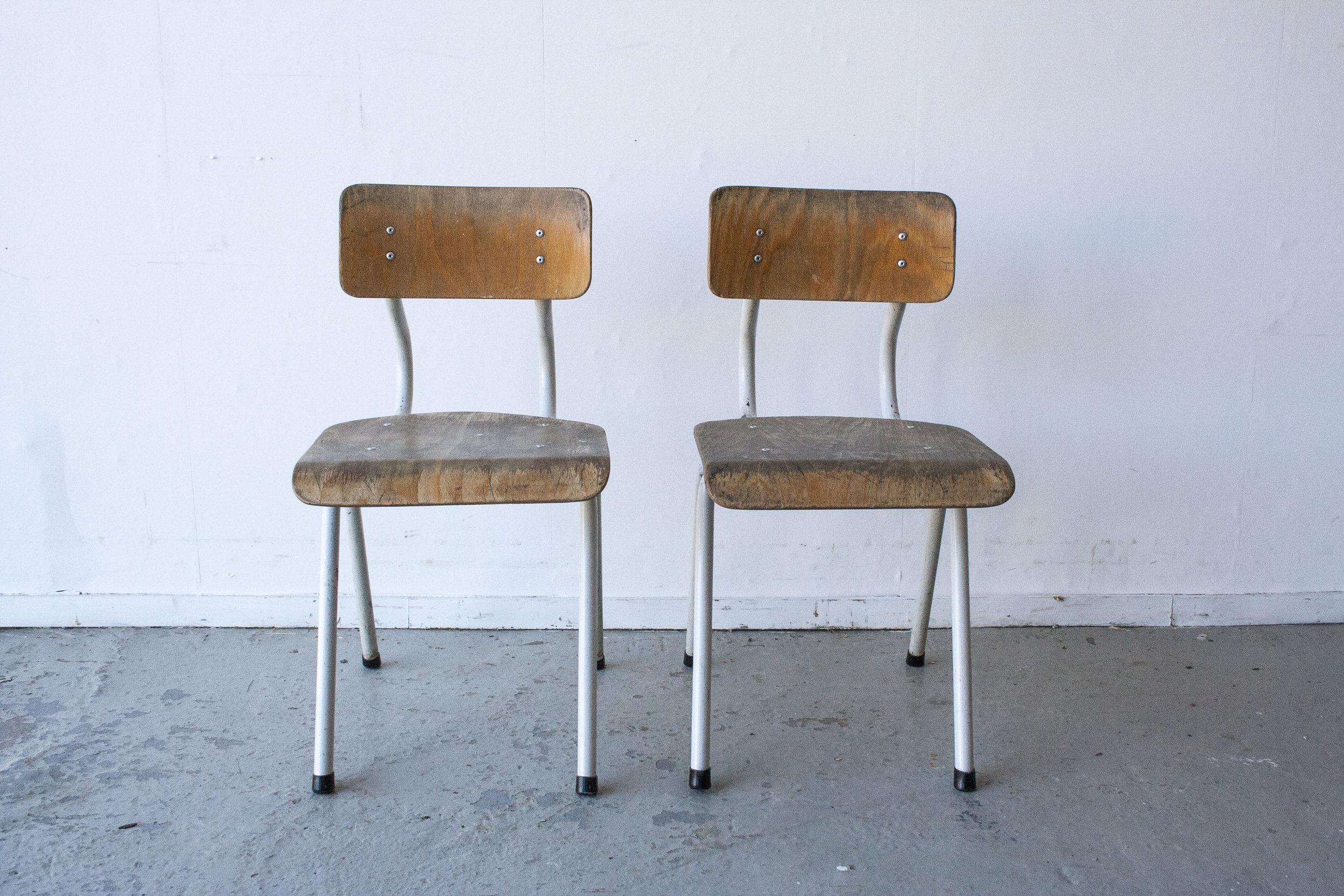 2 x Witte houten stoeltes - Firma zoethout_1.jpg