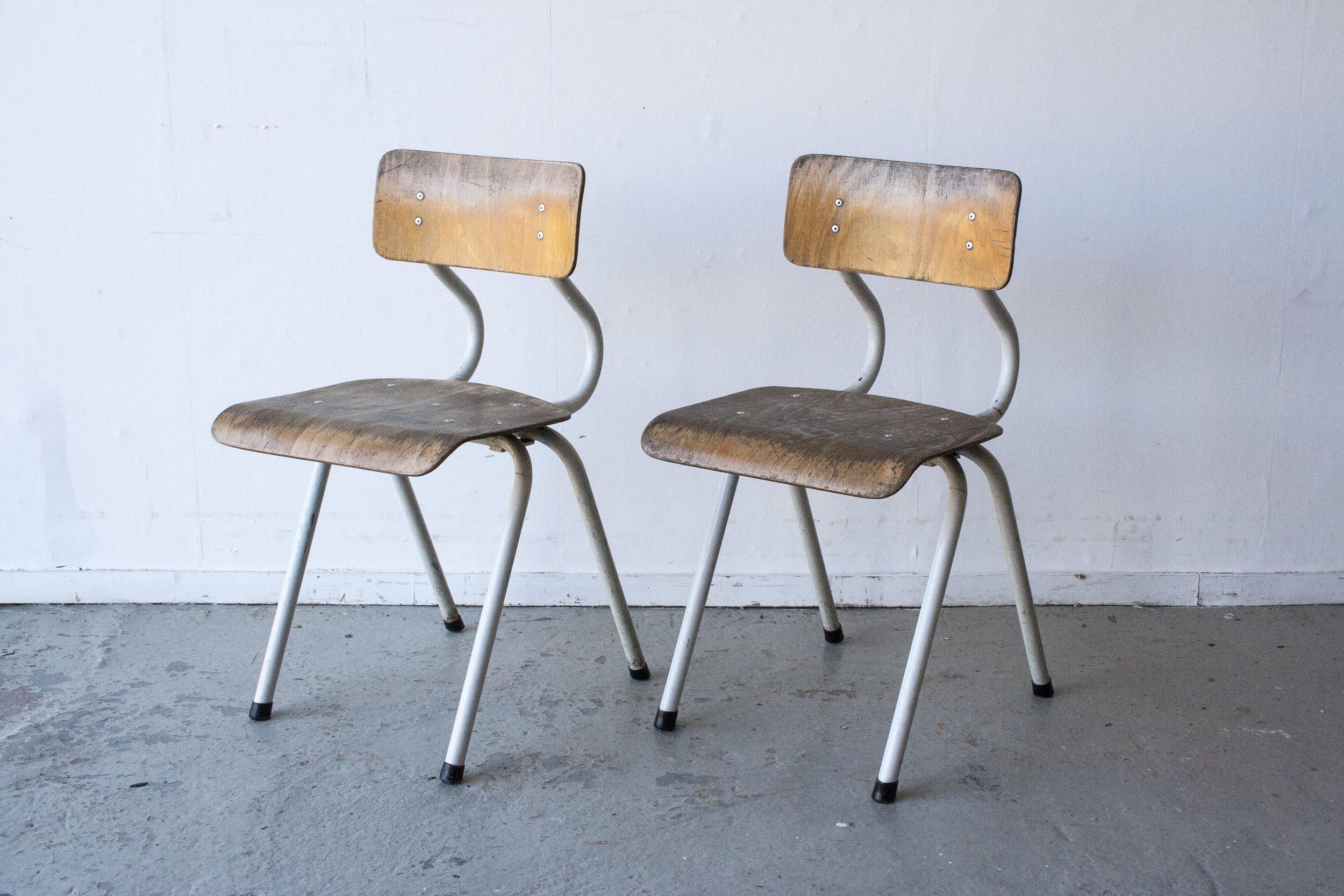 2 x Witte houten stoeltes - Firma zoethout.jpg