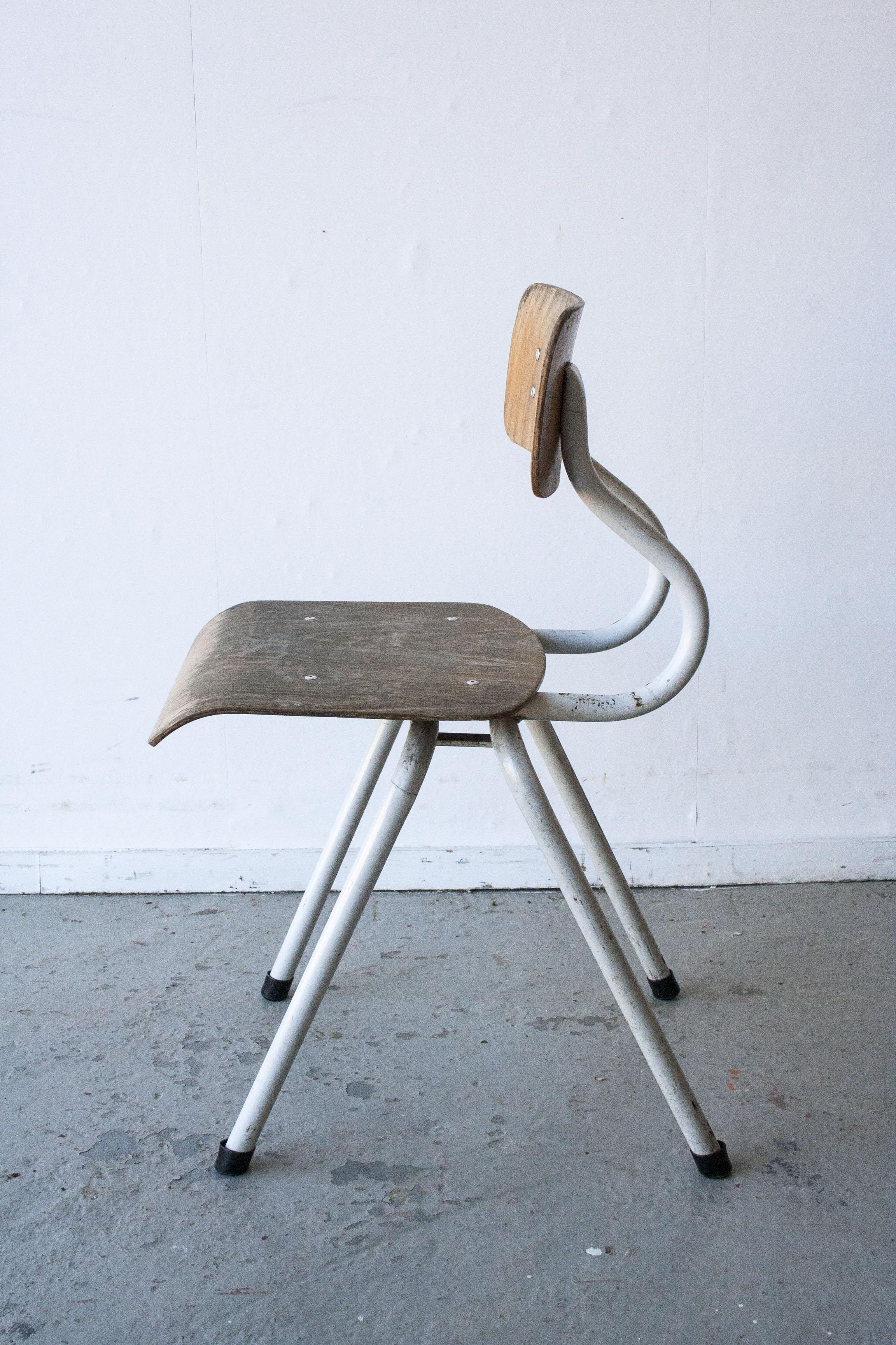 2 x Witte houten stoeltes - Firma zoethout_3.jpg