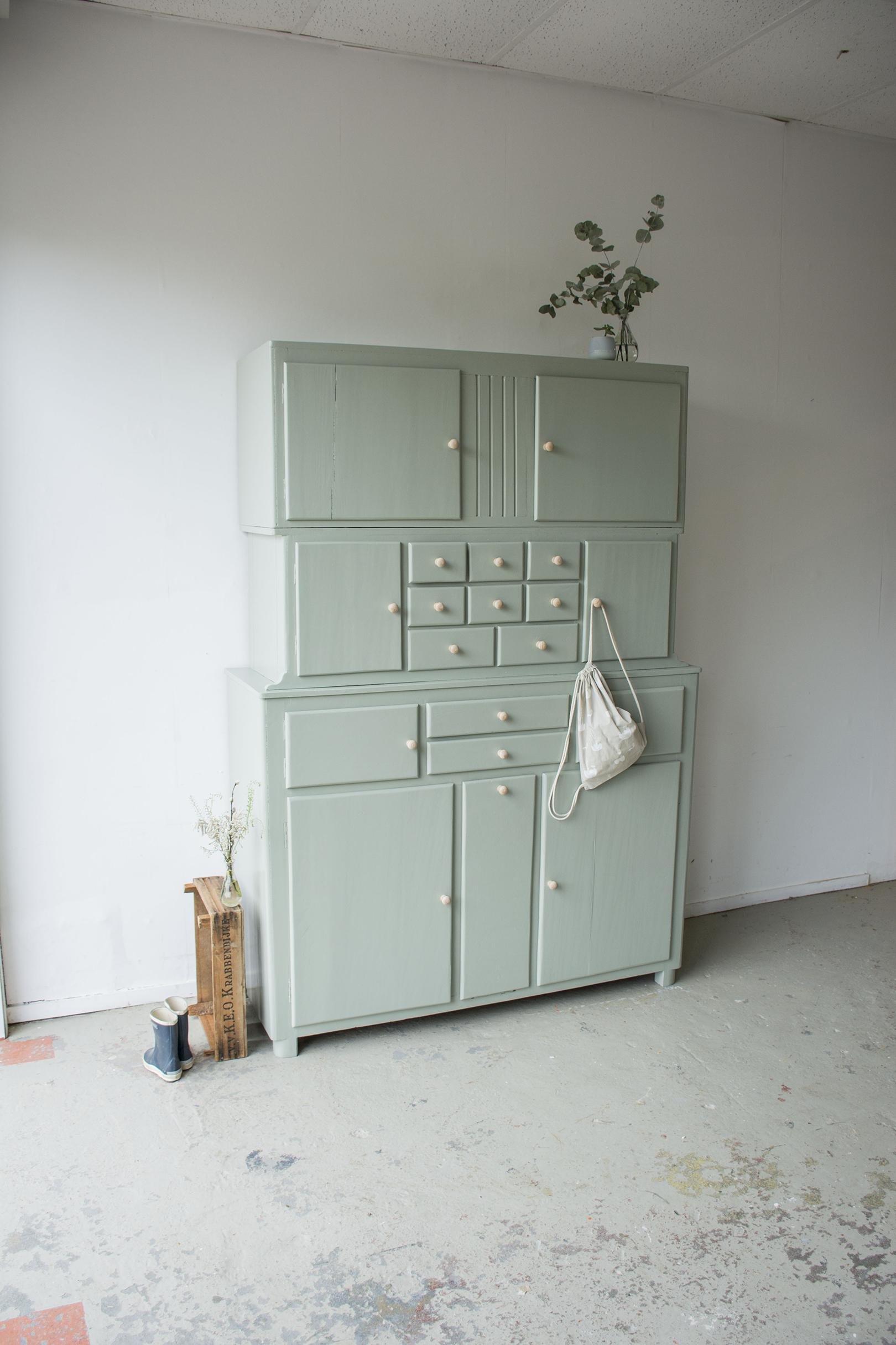 _Grijsgroene driedelige keukenkast - Firma zoethout_1.jpg