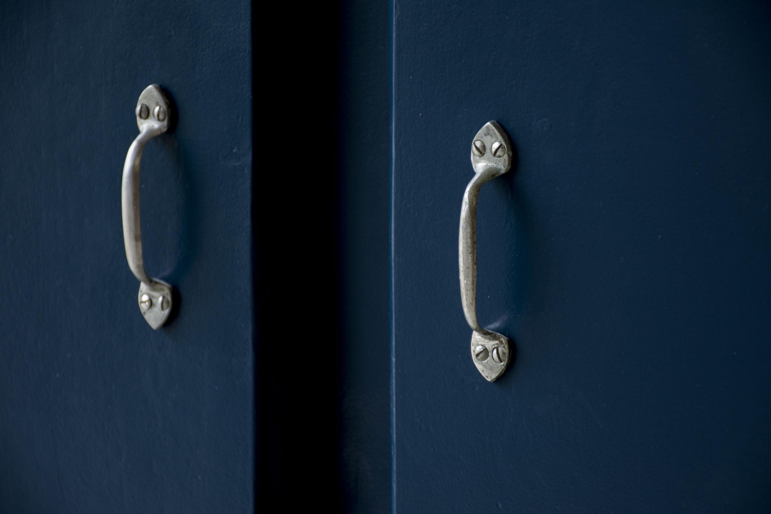 Nachtblauw kastje twee deuren - Firma zoethout_2.jpg