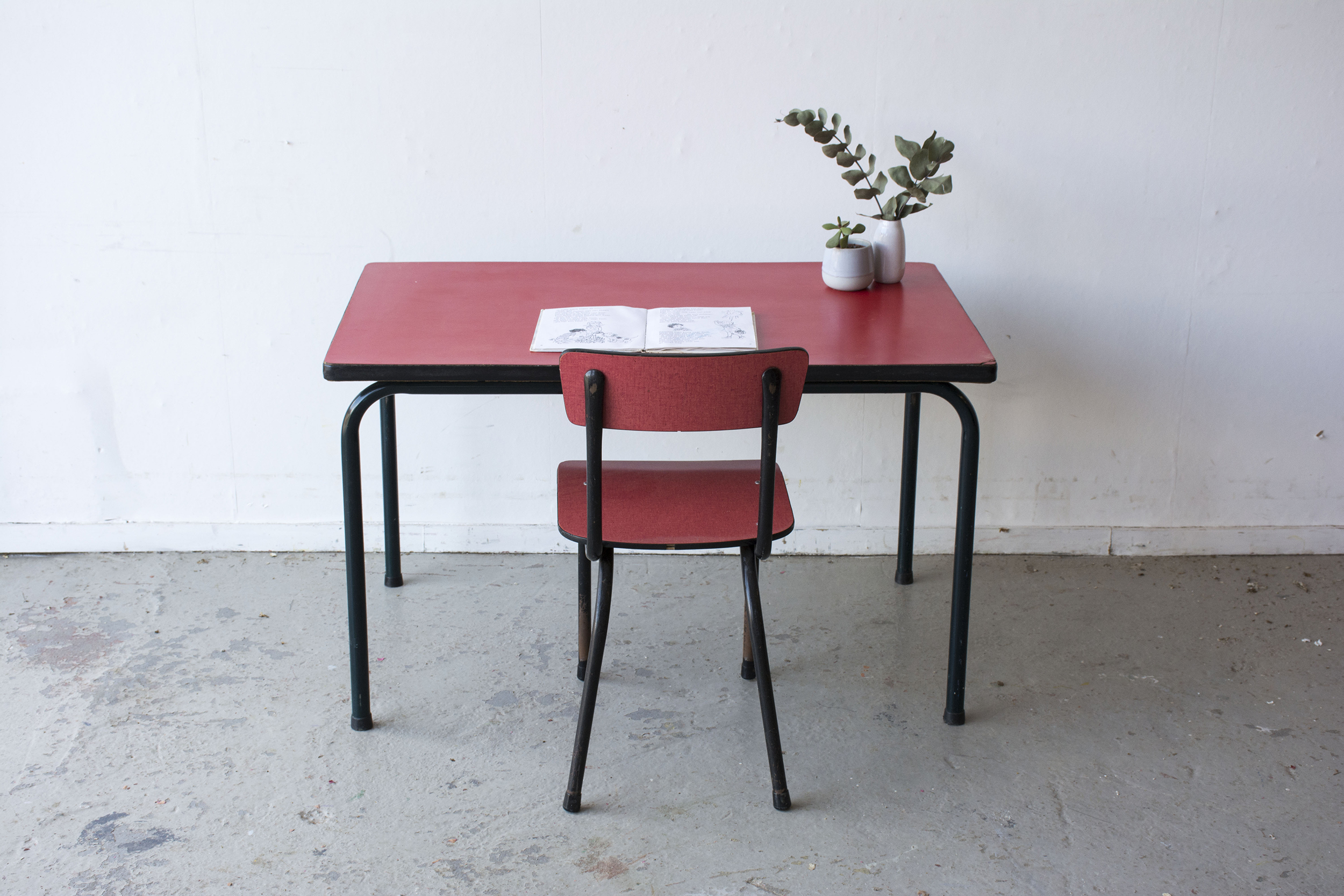 rood formica tafeltje met stoeltje - Firma zoethout_1.jpg