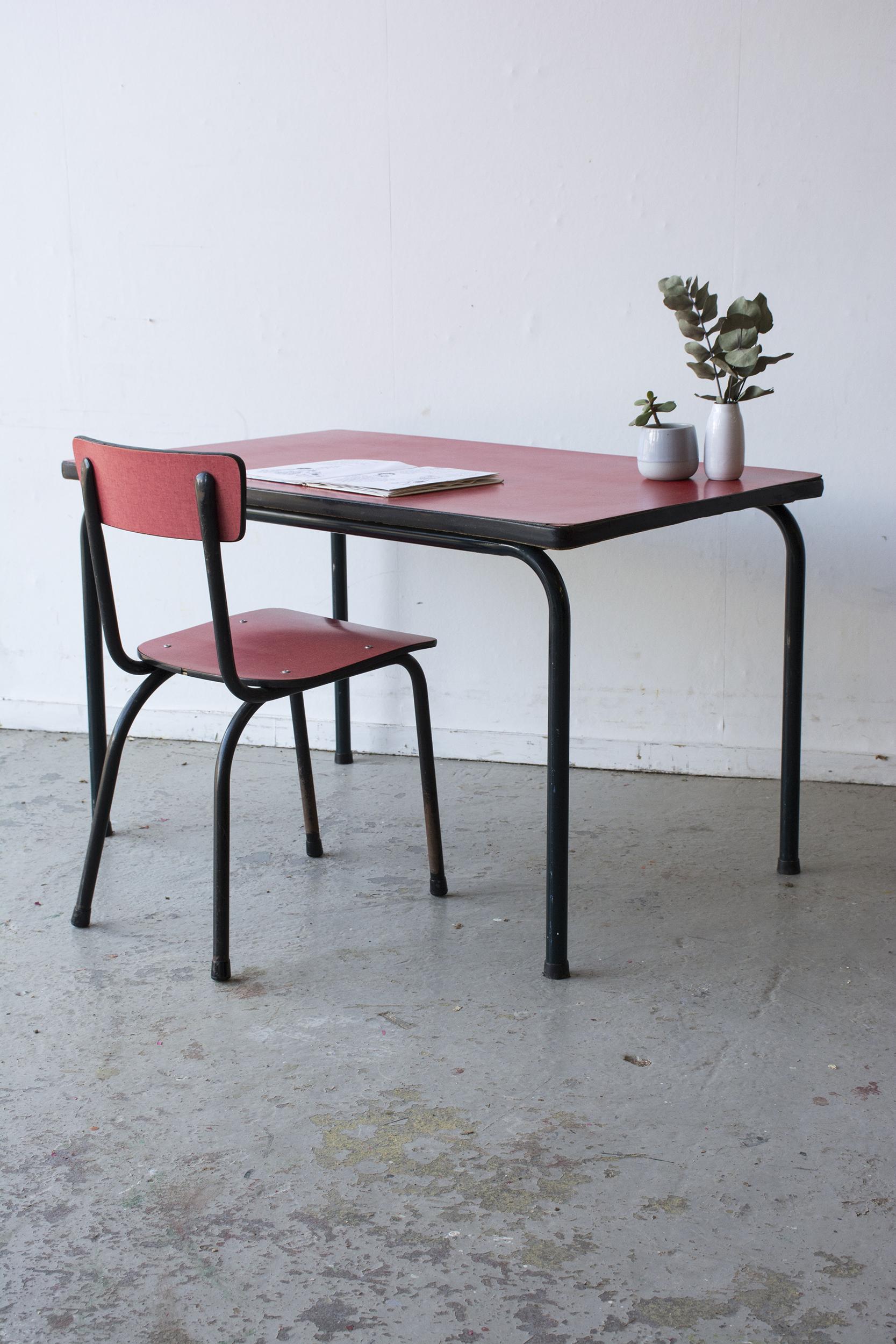 rood formica tafeltje met stoeltje - Firma zoethout_2.jpg