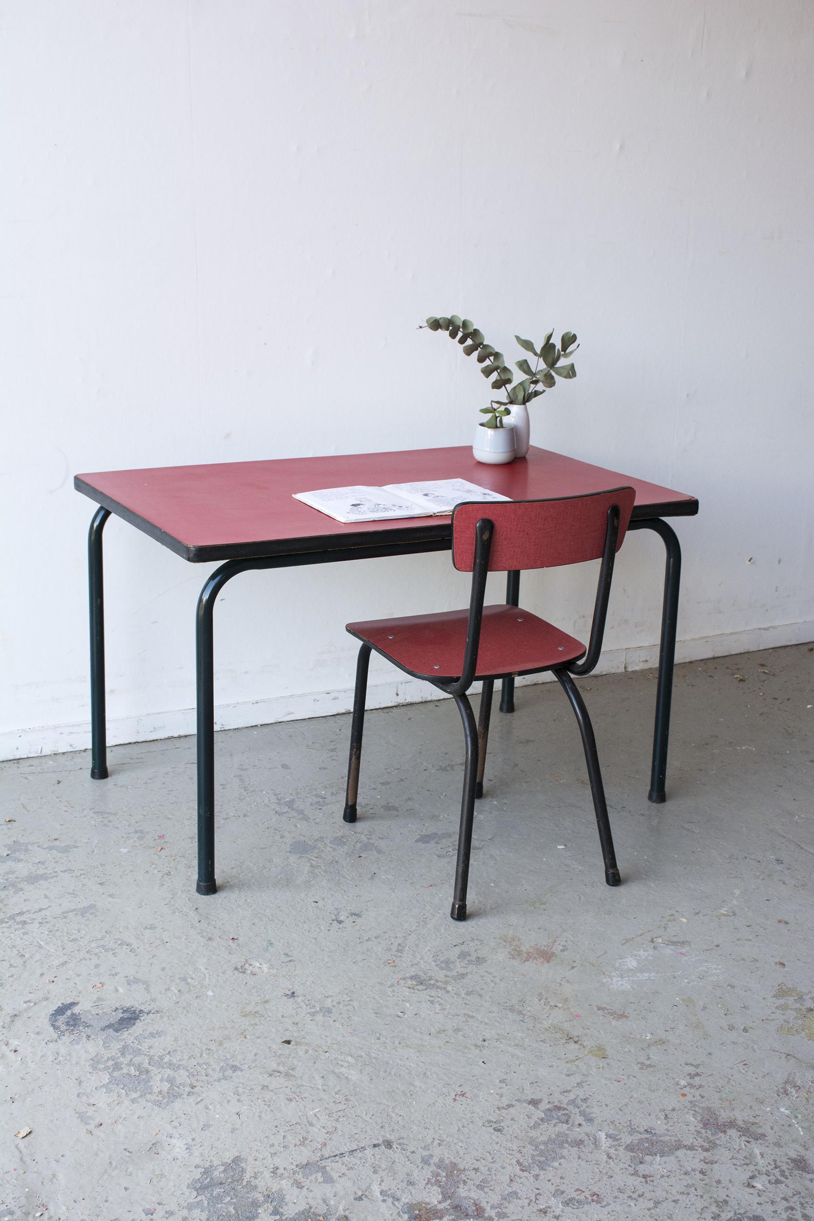 rood formica tafeltje met stoeltje - Firma zoethout.jpg