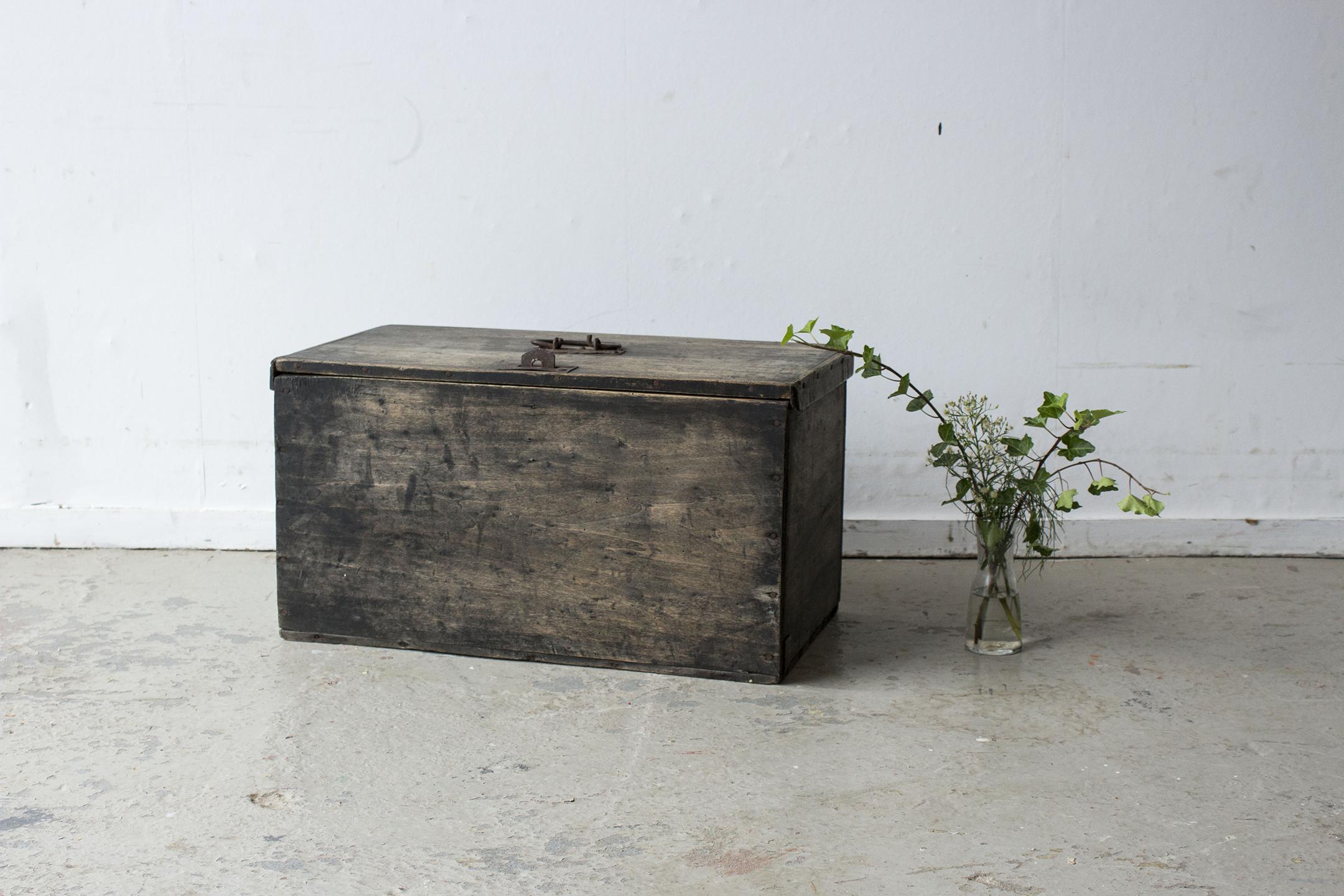 zwart vintage kistje -  Firma zoethout.jpg