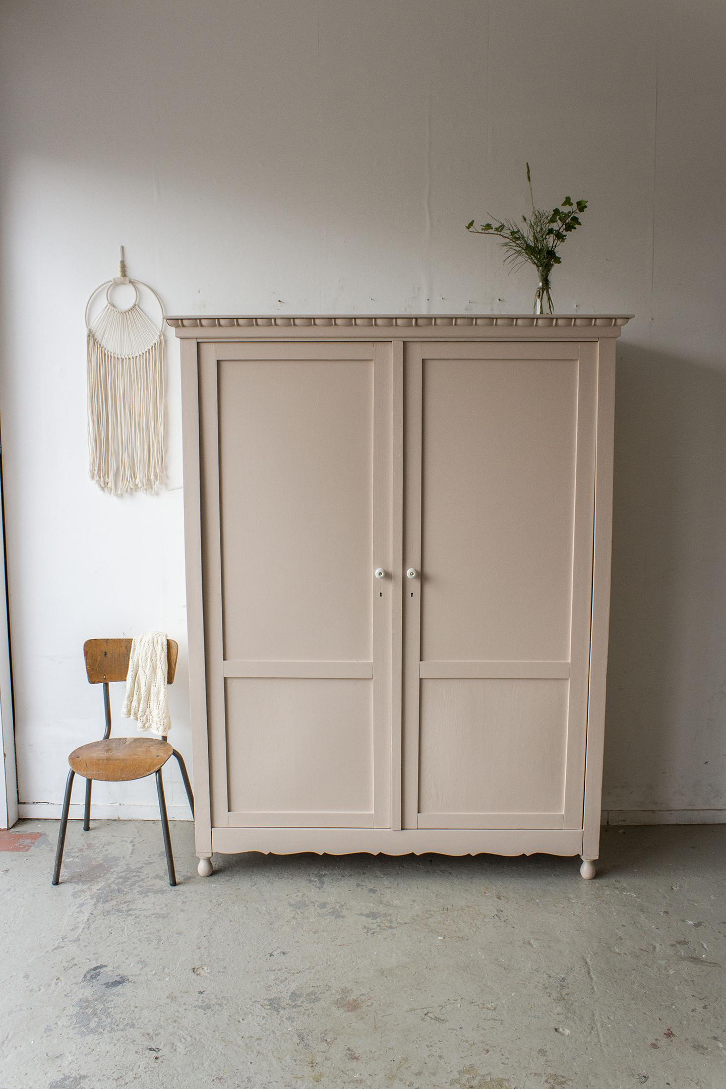 Zachtroze vintage kledingkast -  Firma zoethout_1.jpg